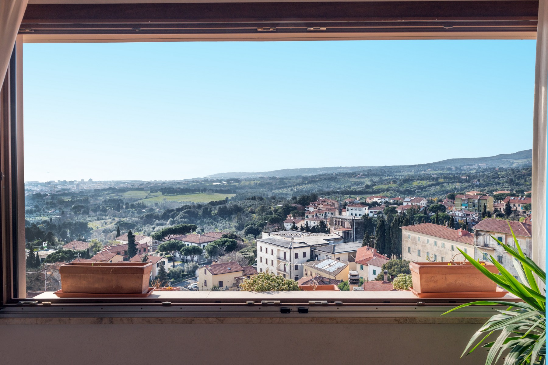 Additional photo for property listing at Lovely villa with panoramic views over the sea Via delle Grotte Rosignano Marittimo, Livorno 57014 Italia