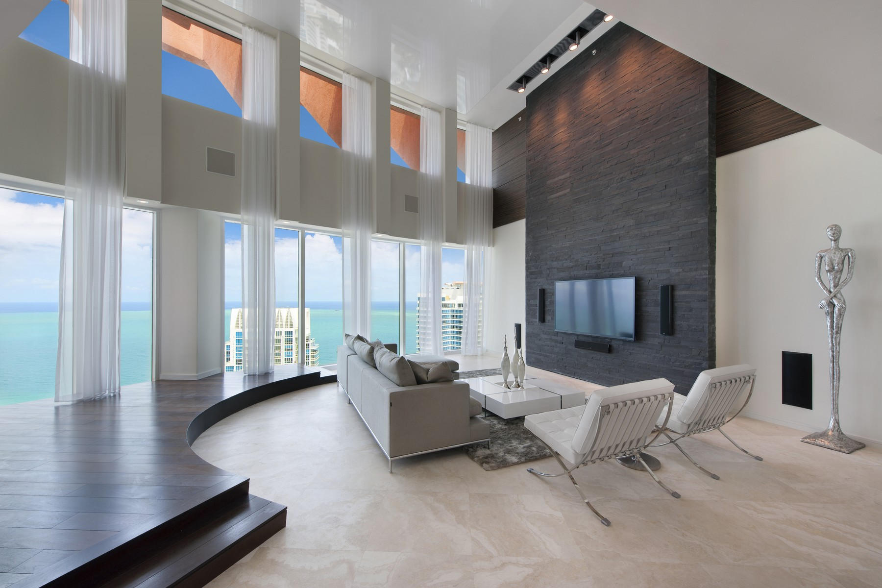 Condominio per Vendita alle ore 300 S. Pointe Dr. PH-3 300 S Pointe DR PH-3 Miami Beach, Florida 33139 Stati Uniti