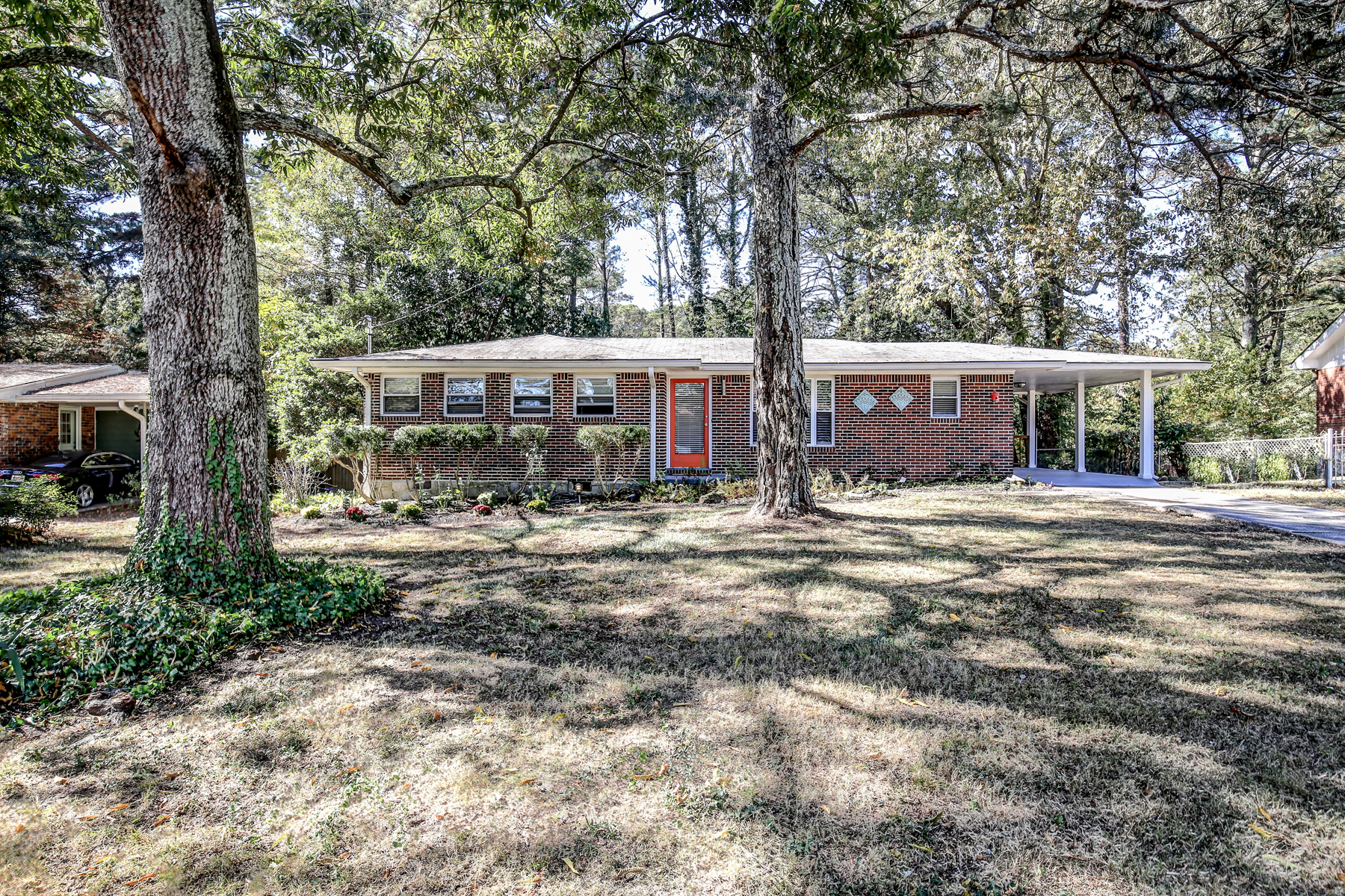 独户住宅 为 销售 在 Exclusive Renovated Ranch 2463 Warwick Circle 亚特兰大, 乔治亚州, 30345 美国