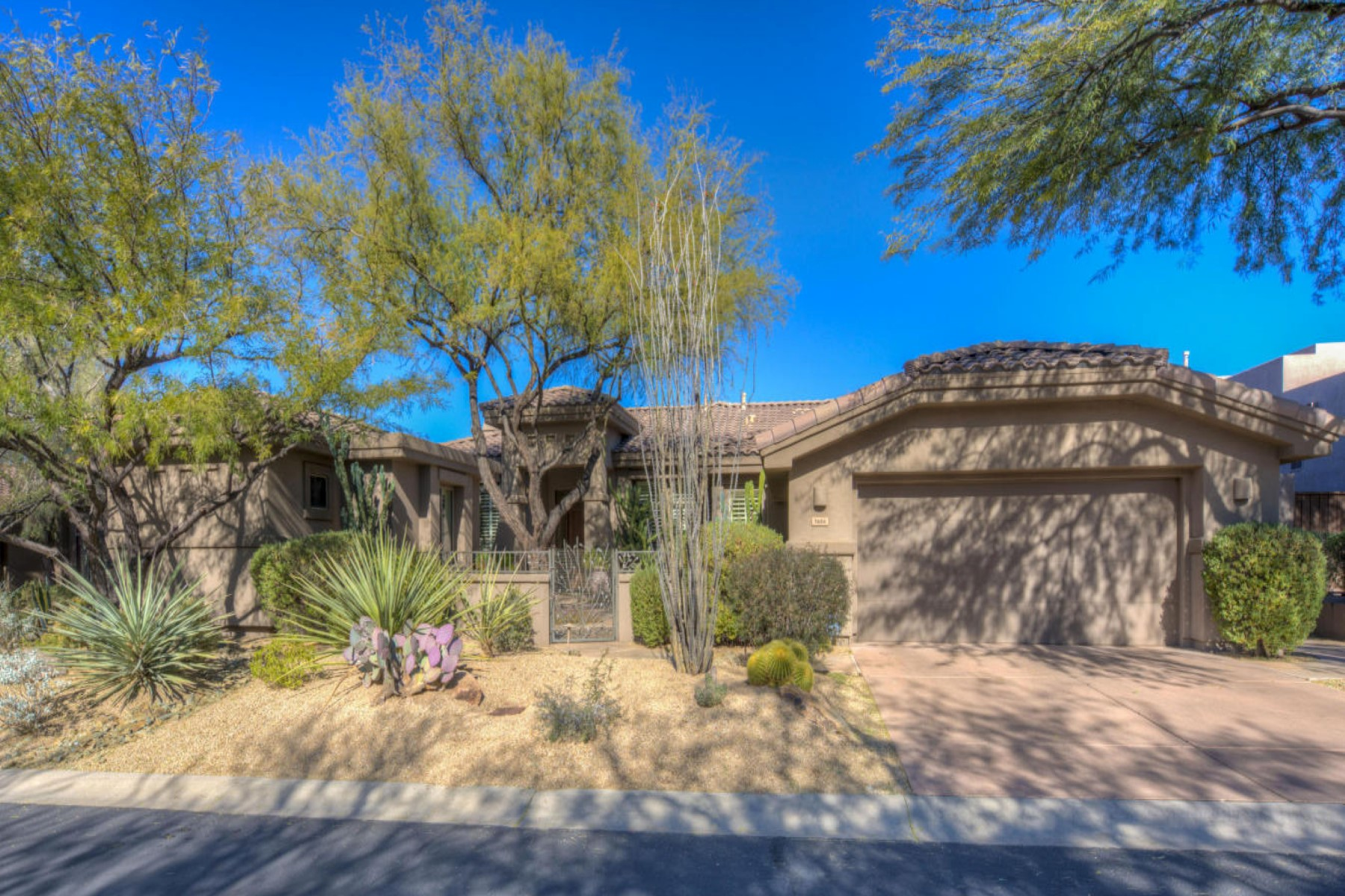 獨棟家庭住宅 為 出售 在 Beautiful and immaculate home in guard gated community 7654 E Shooting Star Way Scottsdale, 亞利桑那州, 85266 美國