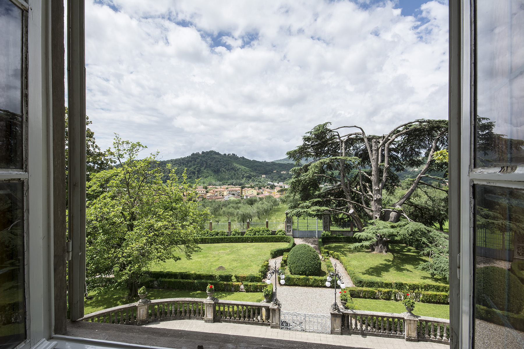Additional photo for property listing at Beautiful 18th Century Villa near Lucca Via per Palmata Ponte A Moriano, Lucca 55100 Italie