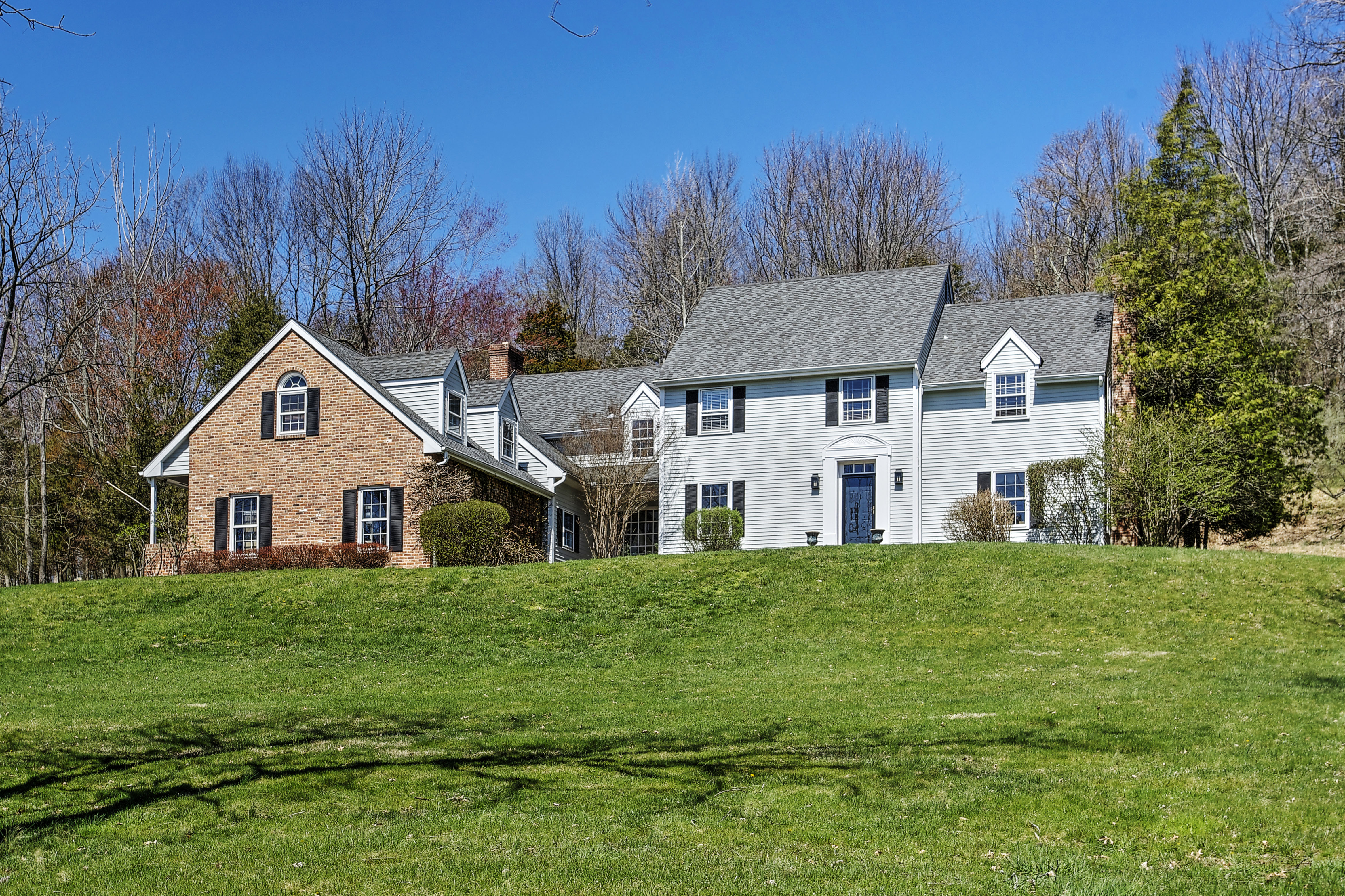 独户住宅 为 销售 在 Inviting Colonial 17 Roundtop Road Califon, 07830 美国