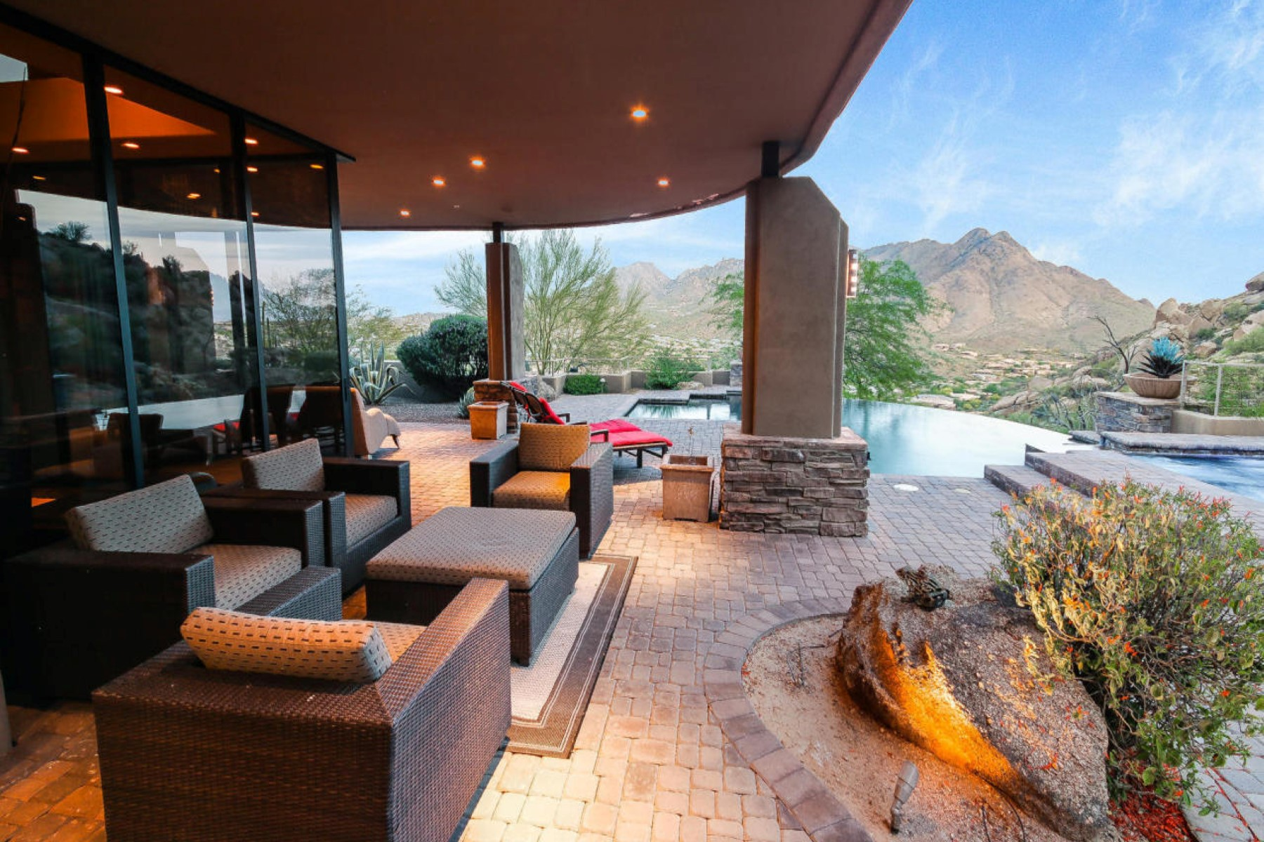 一戸建て のために 売買 アット Soft Custom Contemporary On One Of The Highest Elevation Lots On Troon Mountain 25132 N 114th Street Scottsdale, アリゾナ, 85255 アメリカ合衆国