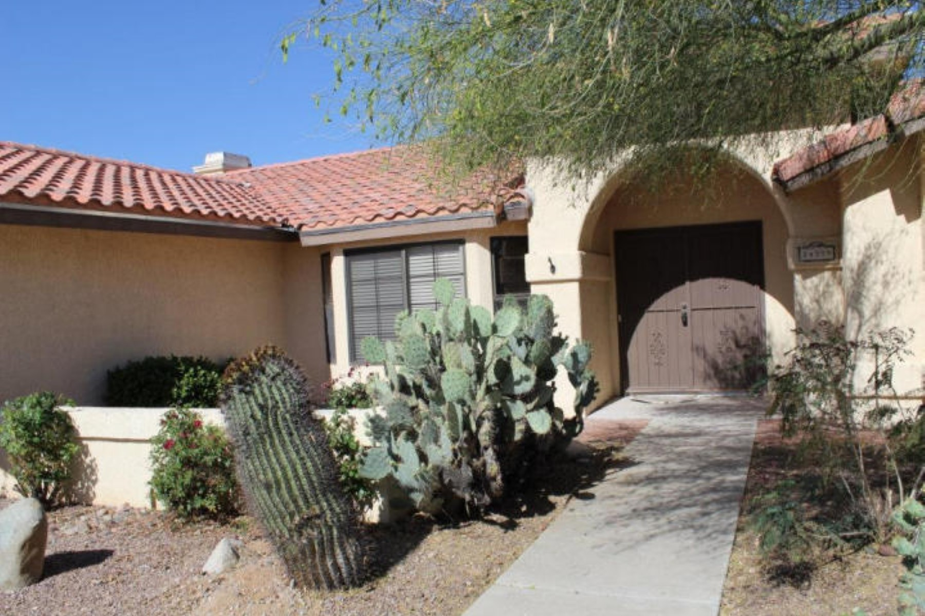 Частный односемейный дом для того Продажа на Crown Point Model with three bed and two Bath. 14339 N Silkwind Way Oro Valley, Аризона 85755 Соединенные Штаты