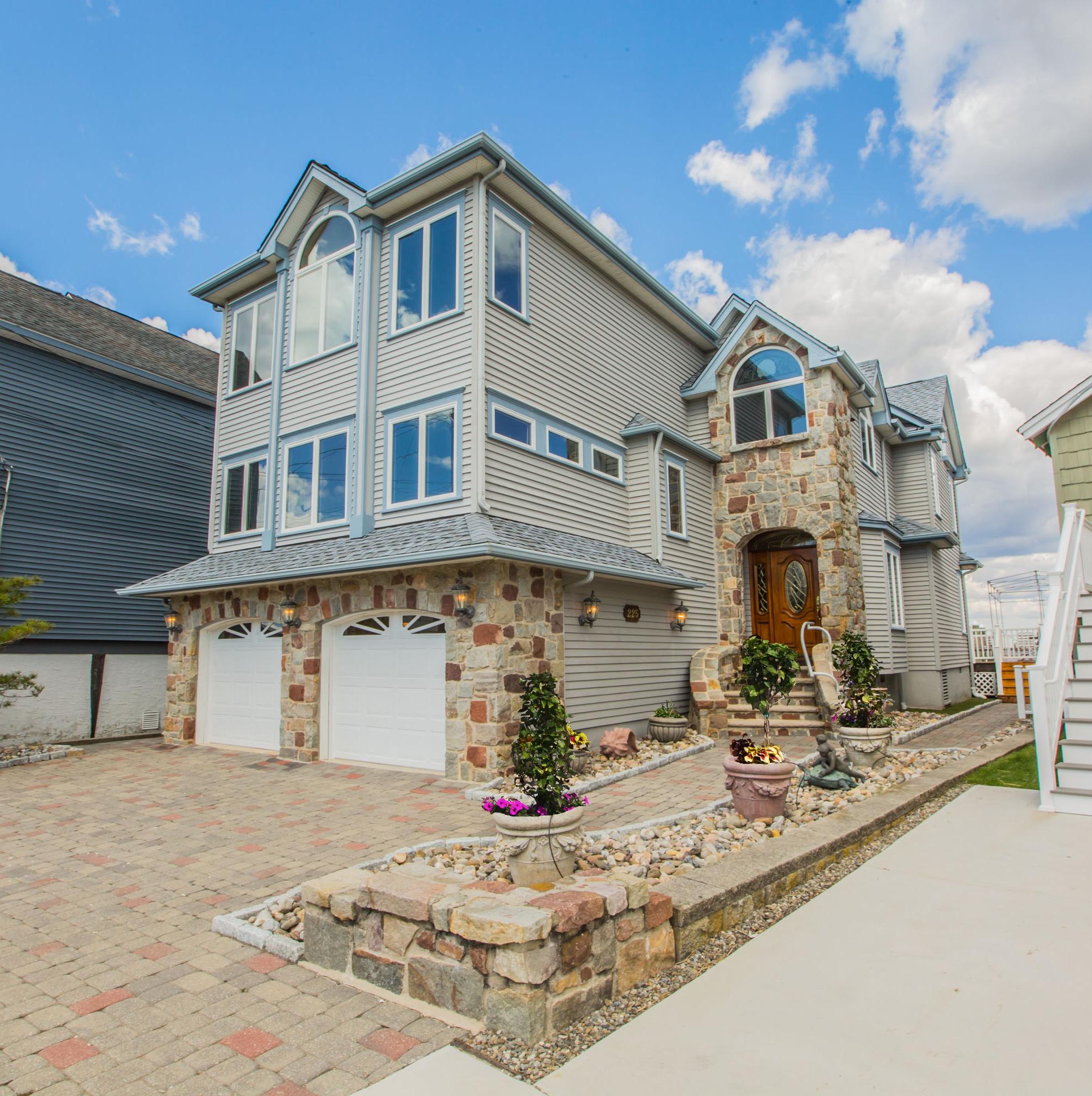 단독 가정 주택 용 매매 에 Large Single Home on the Bay 225 W. 17th Street Ocean City, 뉴저지 08226 미국