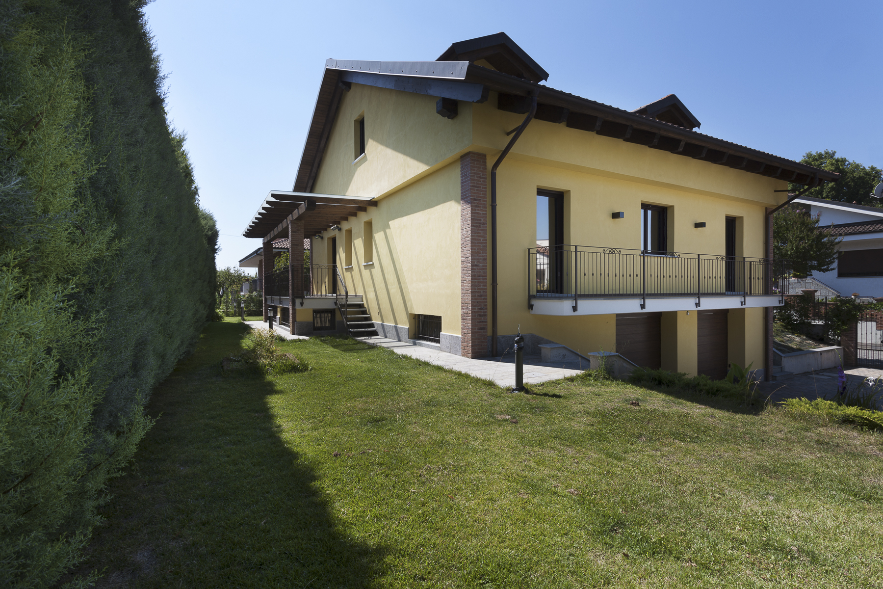 Additional photo for property listing at Exclusive villa entirely refurbished Strada Maiole Moncalieri, Turin 10024 Italy