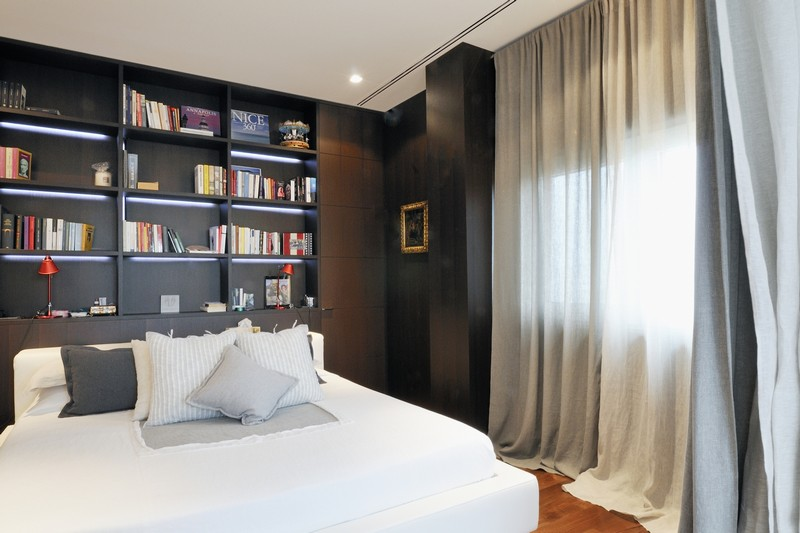Additional photo for property listing at Exclusive duplex with large terrace Piazza San Babila Milano, Milan 20121 Italia