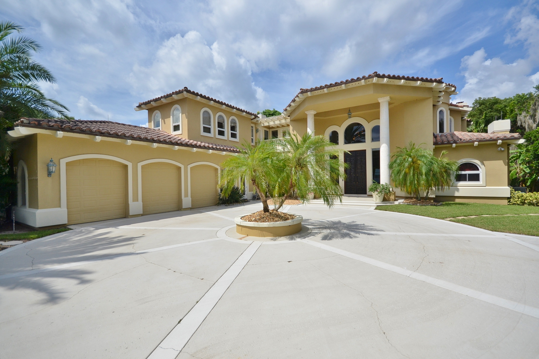 Single Family Home for Sale at Orlando, Florida 9202 Bay Point Orlando, Florida 32812 United States