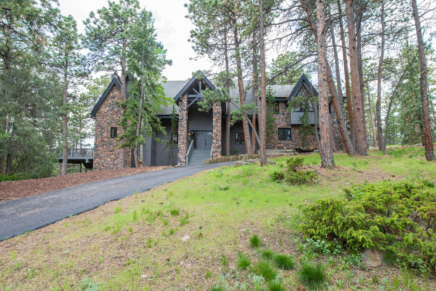 Villa per Vendita alle ore Lifestyle and Privacy 699 Soda Creek Drive Evergreen, Colorado, 80439 Stati Uniti