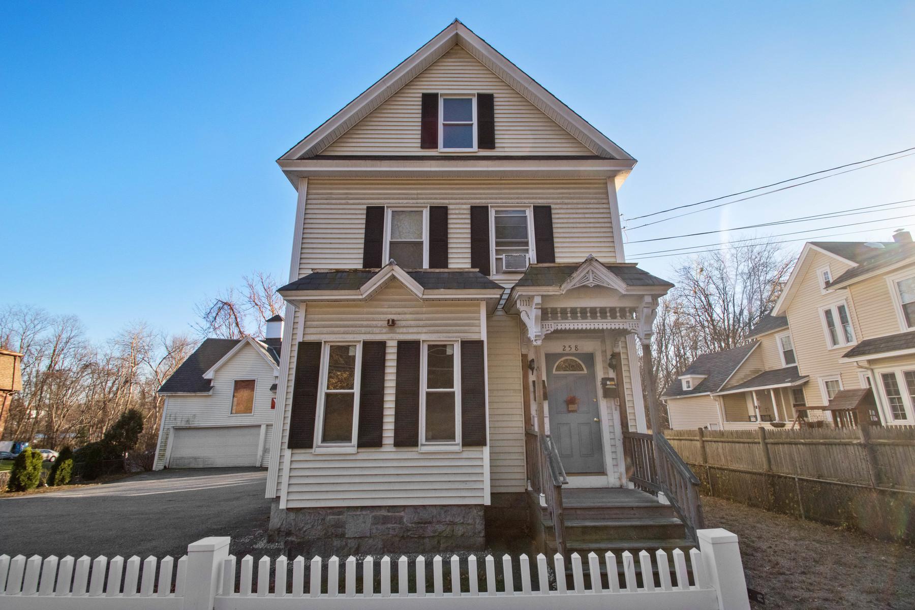 獨棟家庭住宅 為 出售 在 Large Colonial Home 258-258R Varnum Ave. Lowell, 麻塞諸塞州, 01854 美國