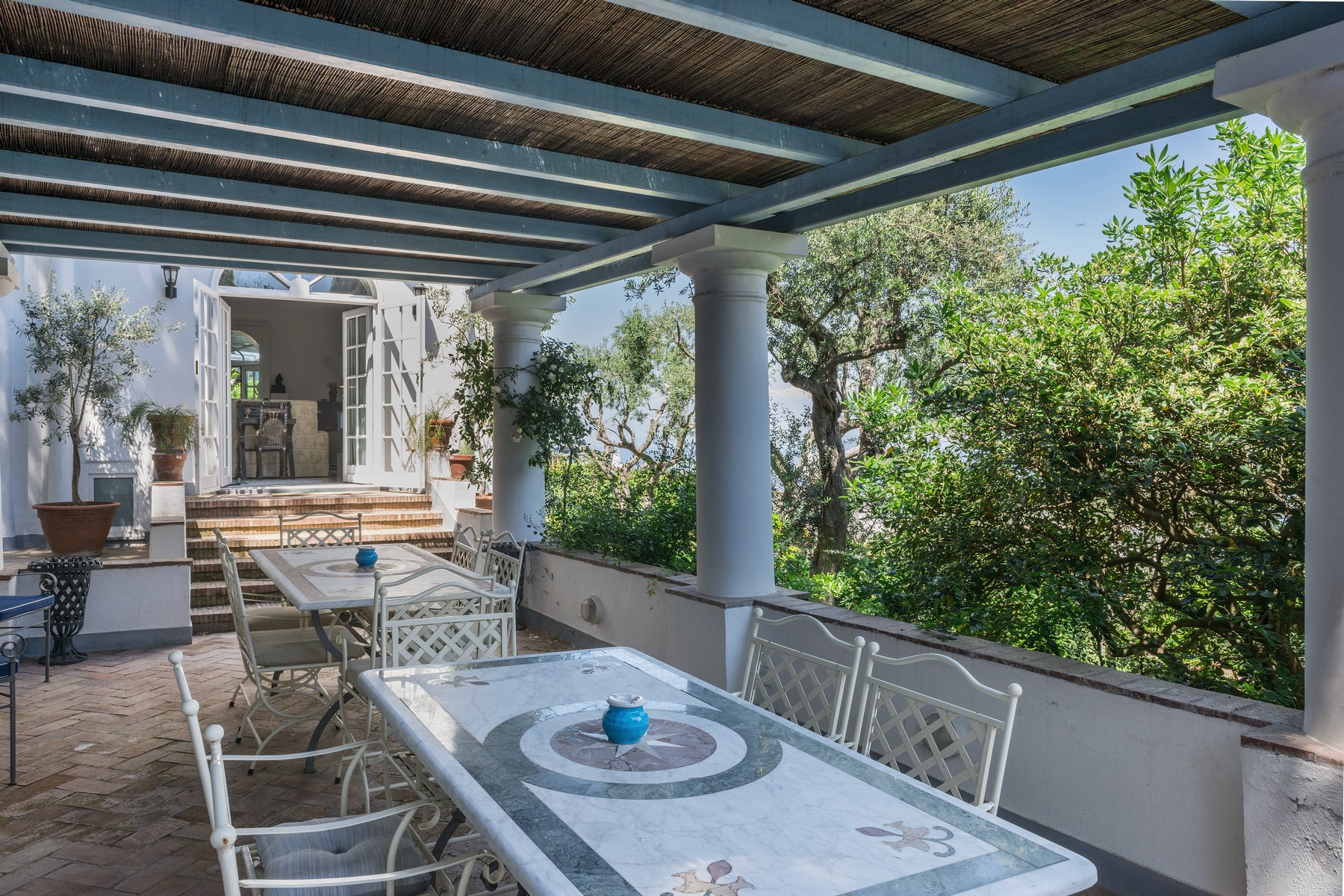 Additional photo for property listing at Spectacular panoramic villa surrounded by greenery Capri, Naples Italie