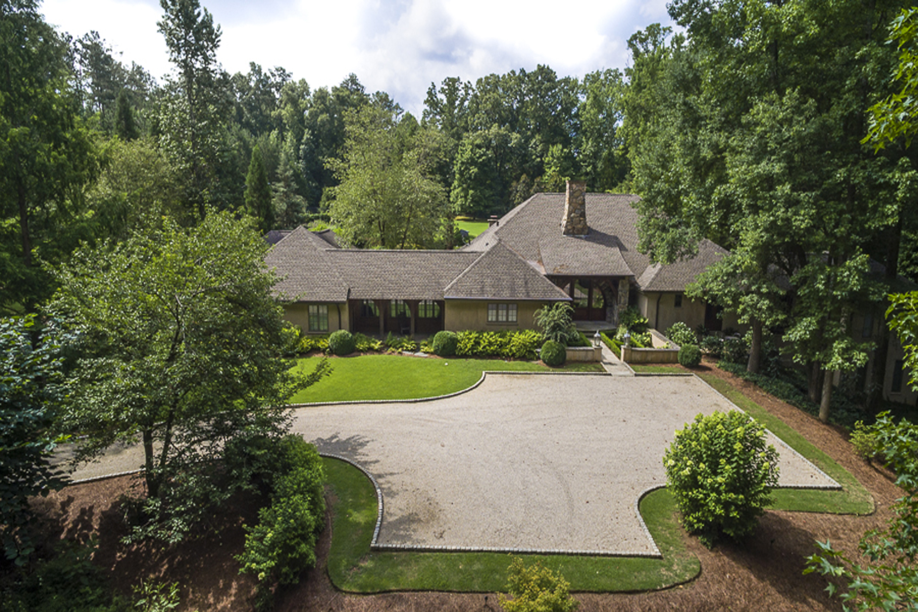Частный односемейный дом для того Продажа на One Of A Kind French Country European Estate 159 Lambets Way Alpharetta, Джорджия 30005 Соединенные Штаты