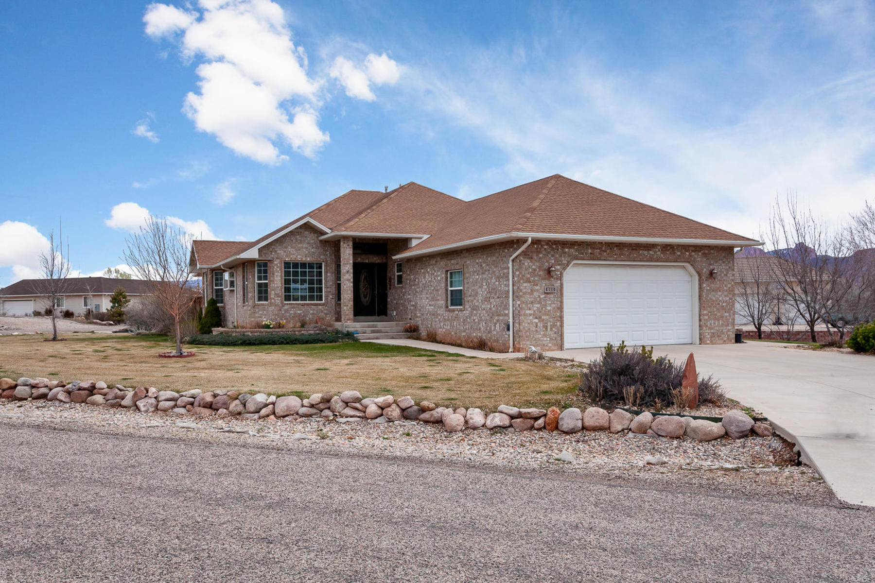 Casa Unifamiliar por un Venta en Harmony Heights Masterpiece 899 South 880 East New Harmony, Utah, 84757 Estados Unidos