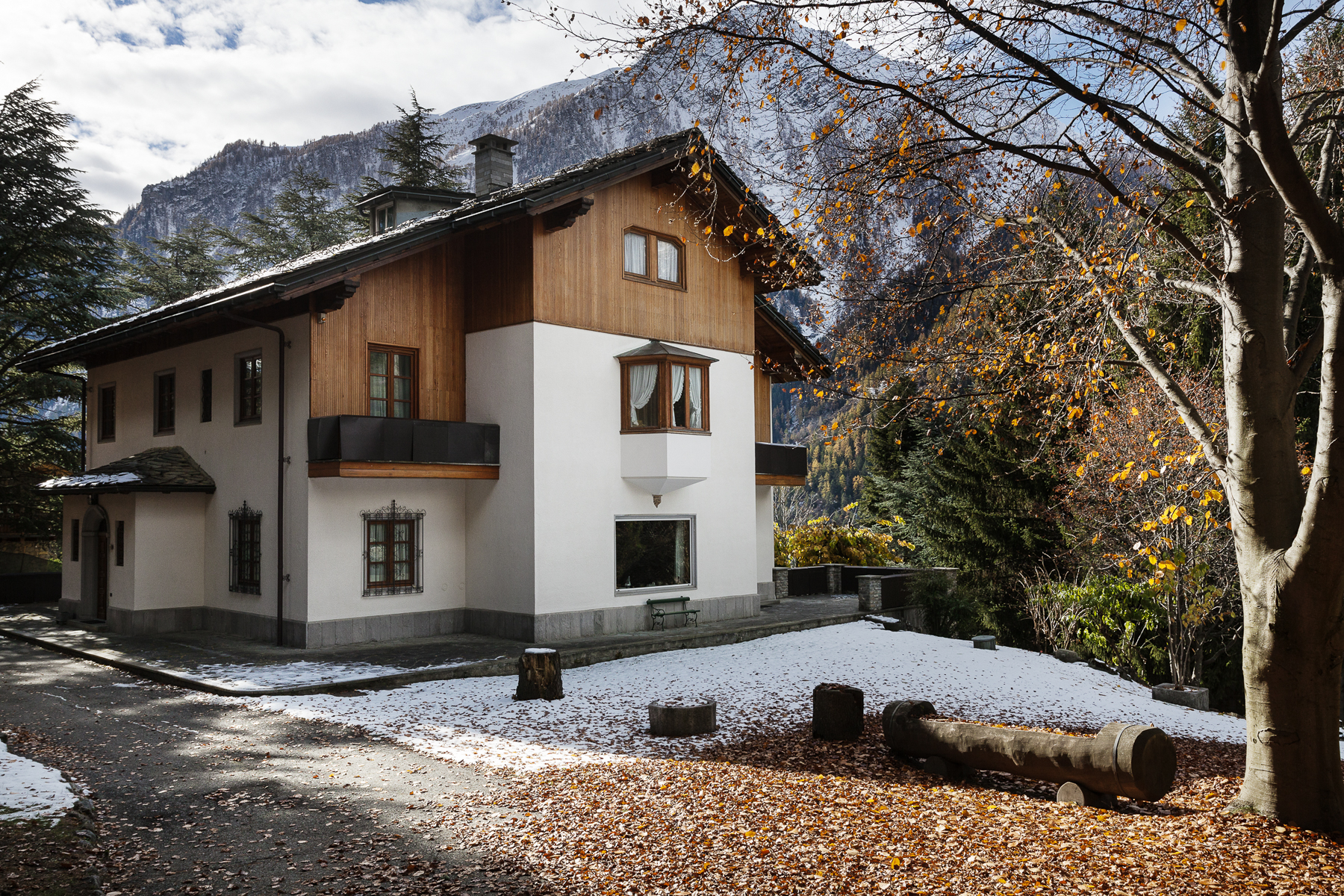 Single Family Home for Sale at Old mansion including more villas in Courmayeur Via Donzelli Courmayeur, Aosta, 11013 Italy