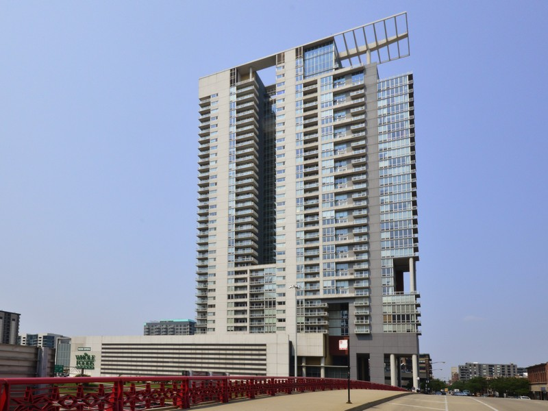 Condominium for Sale at Spacious Unit 737 W Washington Boulevard #905 Near West Side, Chicago, Illinois 60661 United States