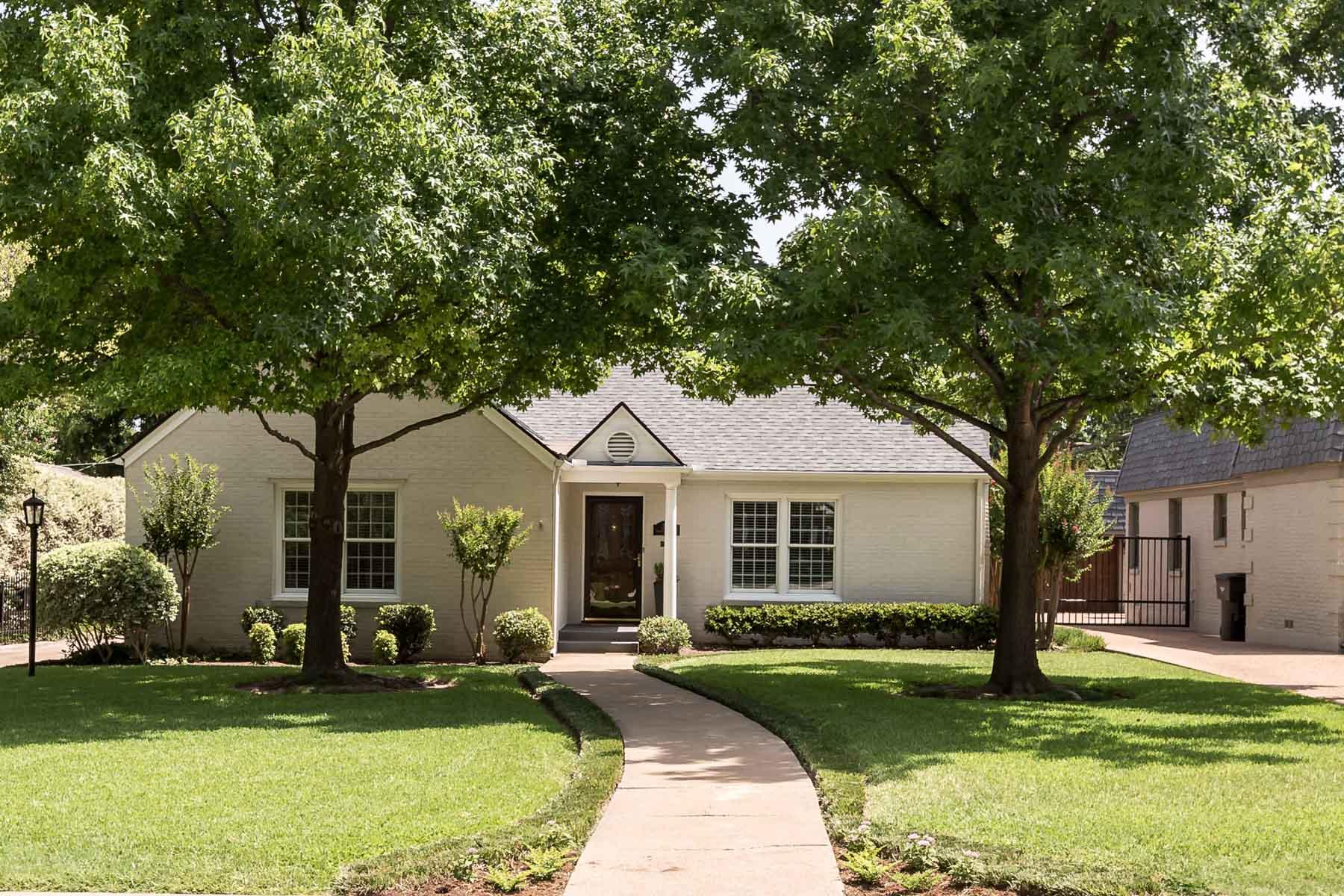 단독 가정 주택 용 매매 에 Charming home within walking distance from TCU 3611 Westcliff Rd. S Fort Worth, 텍사스, 76109 미국