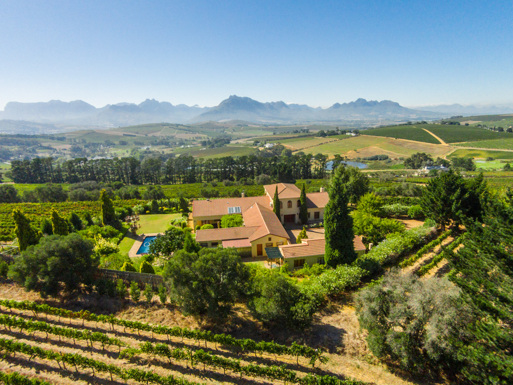 Hayvan Çiftliği/Çiftlik/Ekili Alan için Satış at Unsurpassed views in sought after Devon Valley Stellenbosch, Bati Cape, 7600 Güney Afrika
