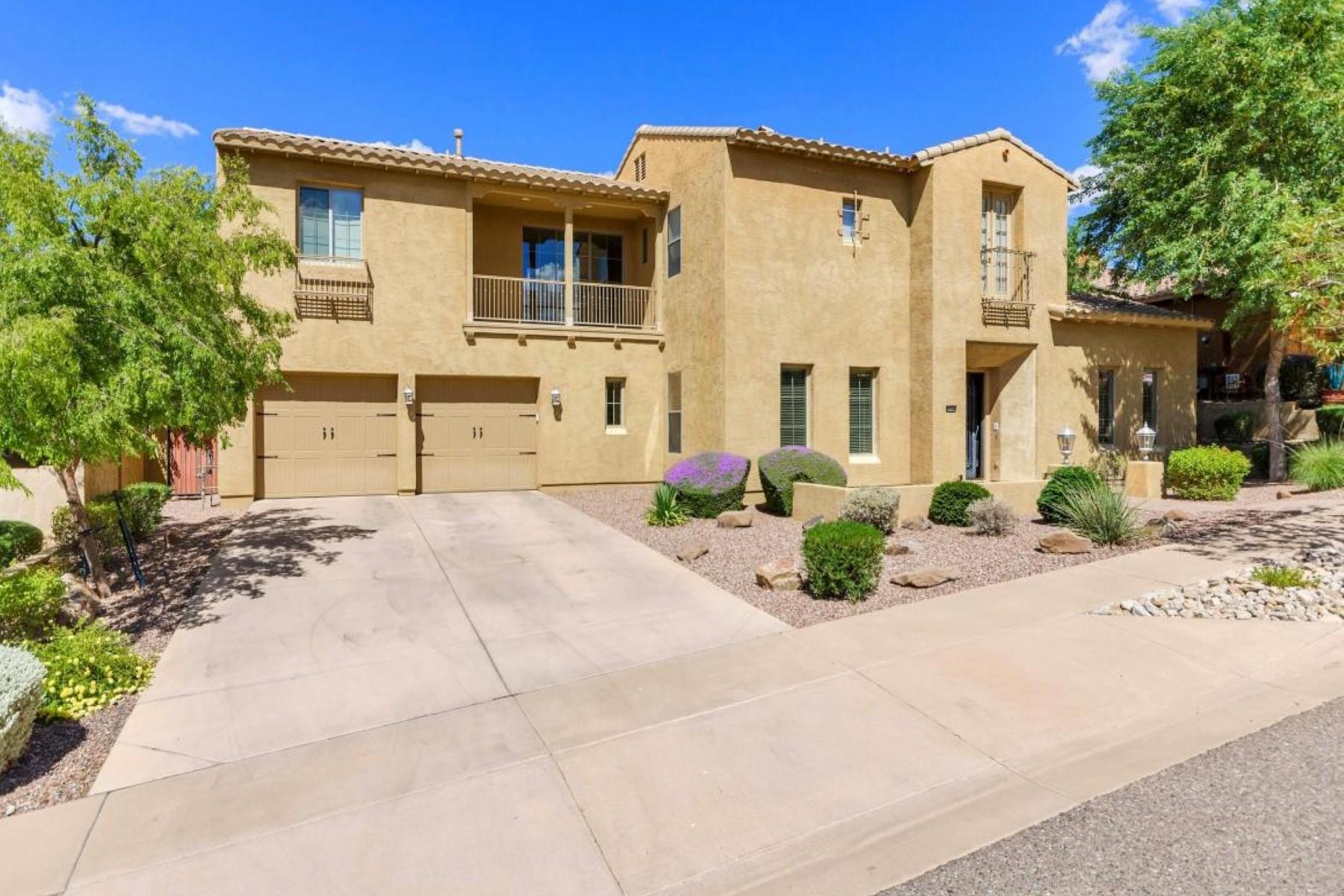 Частный односемейный дом для того Продажа на Beautiful home exudes style and elegance 2320 W Villa Cassandra Dr Phoenix, Аризона 85086 Соединенные Штаты