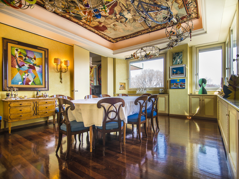 Property For Sale at Appartamento in prestigioso palazzo moderno