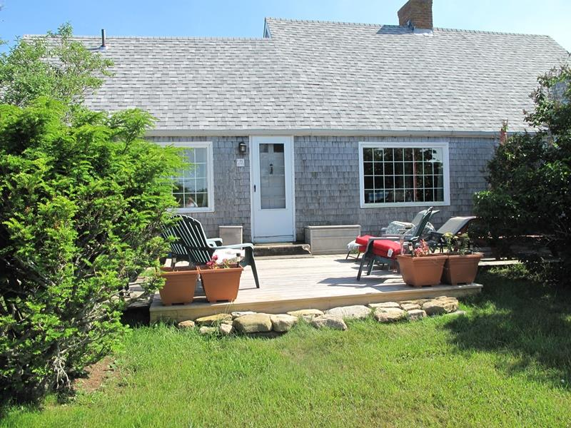 Additional photo for property listing at Spacious, Country Farmhouse 773 Lakeside Drive Block Island, Rhode Island 02807 United States