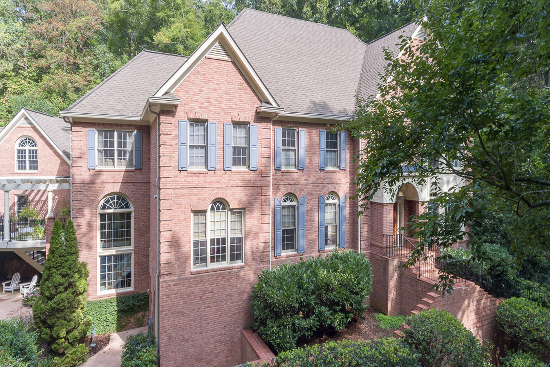 Additional photo for property listing at Amazing Home On Three Wooded Acres Of Privacy And Tranquility 664 Willow Knoll Drive SE Marietta, Georgia 30067 Stati Uniti