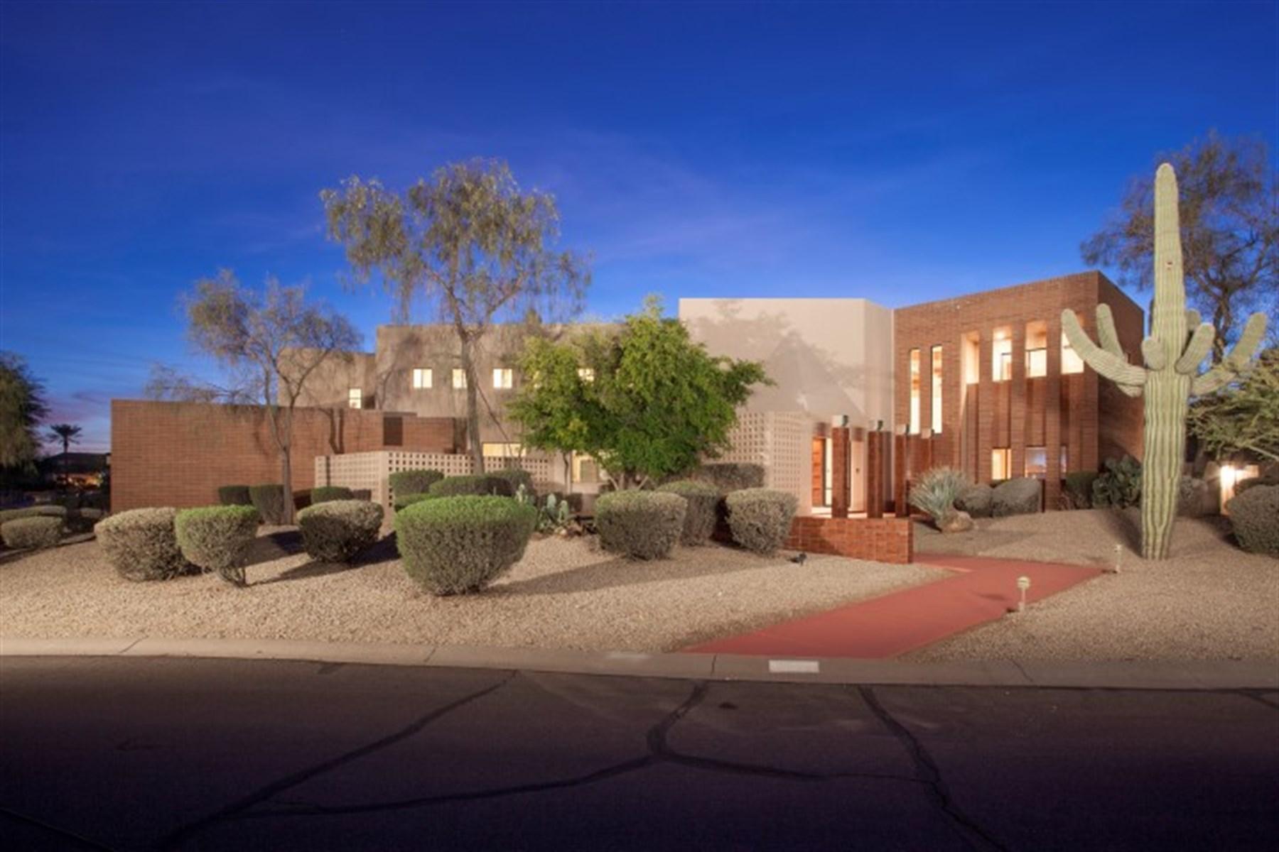 단독 가정 주택 용 매매 에 One of its kind and designed by award winning architect Fred Linn Osmon. 3305 E CHEROKEE ST Phoenix, 아리조나 85044 미국