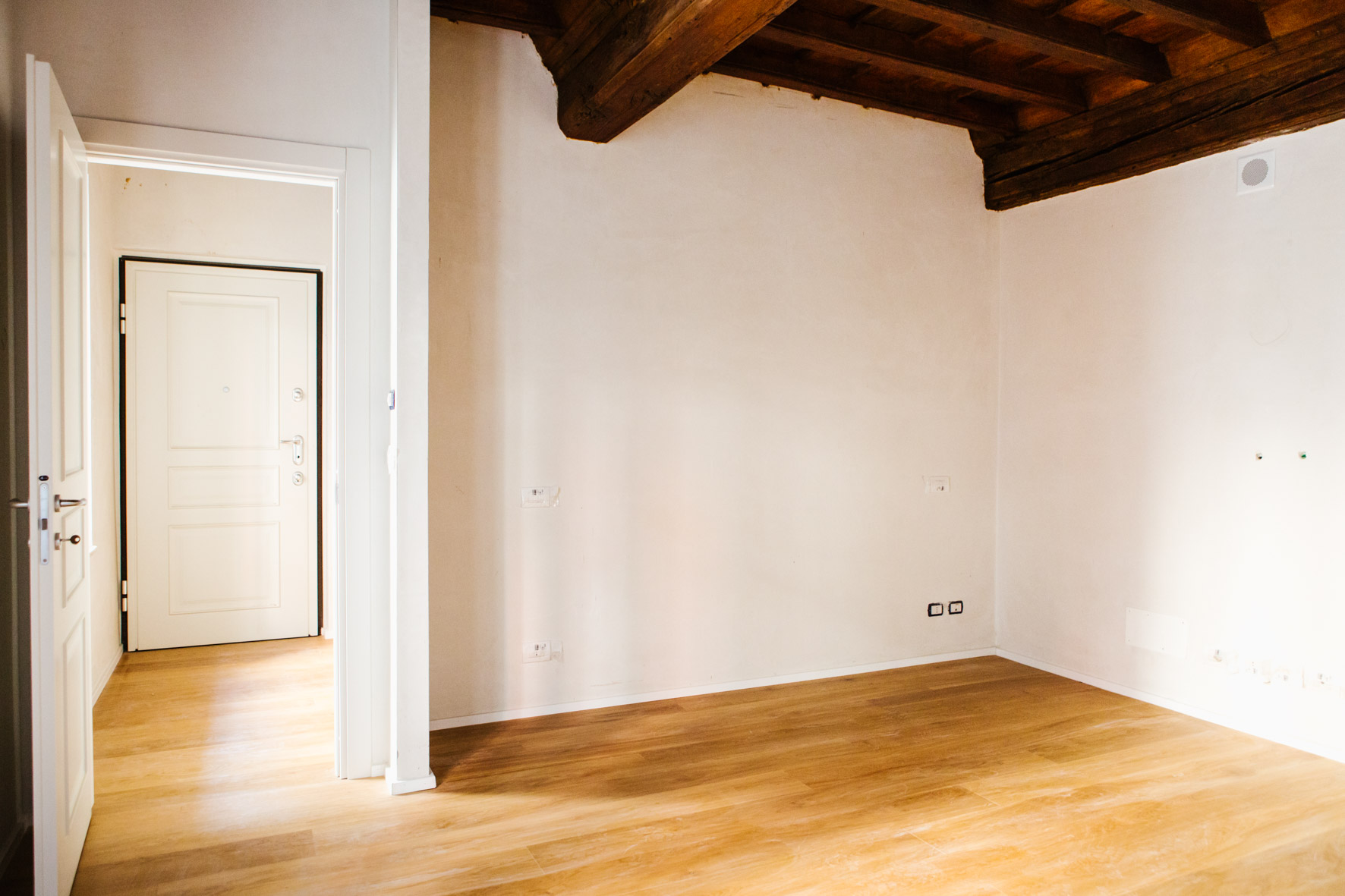 Additional photo for property listing at Modern and luminous apartment in center Piazza Savoia Torino, Turin 10122 Italia