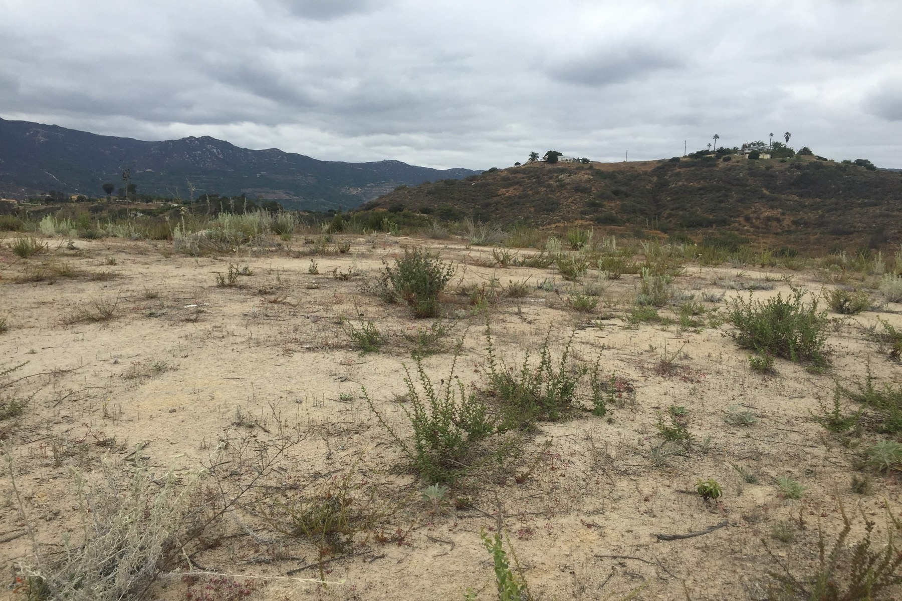 Terreno por un Venta en Daily Road Parcel A&B PER R&T 326 Fallbrook, California 92028 Estados Unidos