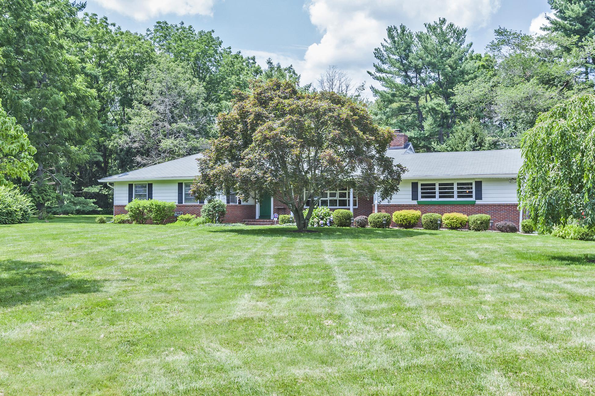 Einfamilienhaus für Verkauf beim Spacious Princeton Ranch On a Gently Rolling Lawn 961 Mercer Road Princeton, New Jersey 08540 Vereinigte Staaten