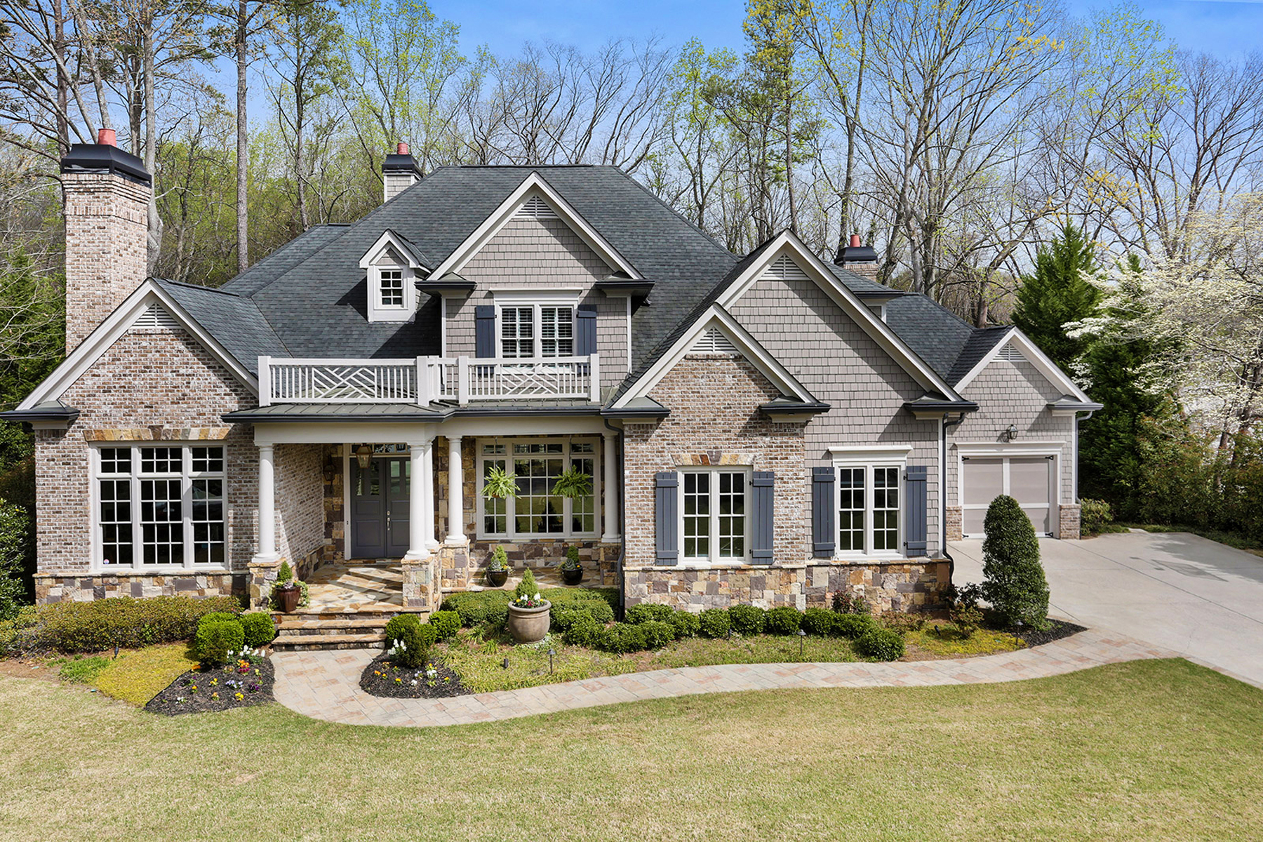 獨棟家庭住宅 為 出售 在 Beautiful Custom Rock And Shingle Traditional 635 Colebrook Court Sandy Springs, Atlanta, 喬治亞州, 30327 美國