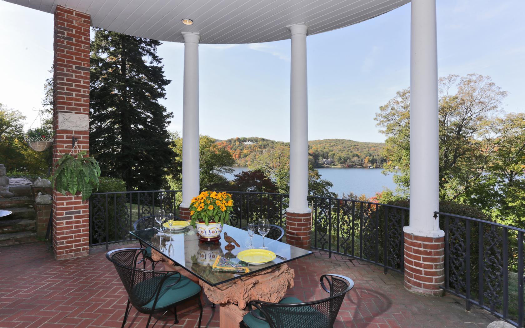 Additional photo for property listing at Sunset Pointe 262 Tuxedo Road Tuxedo Park, New York 10987 United States