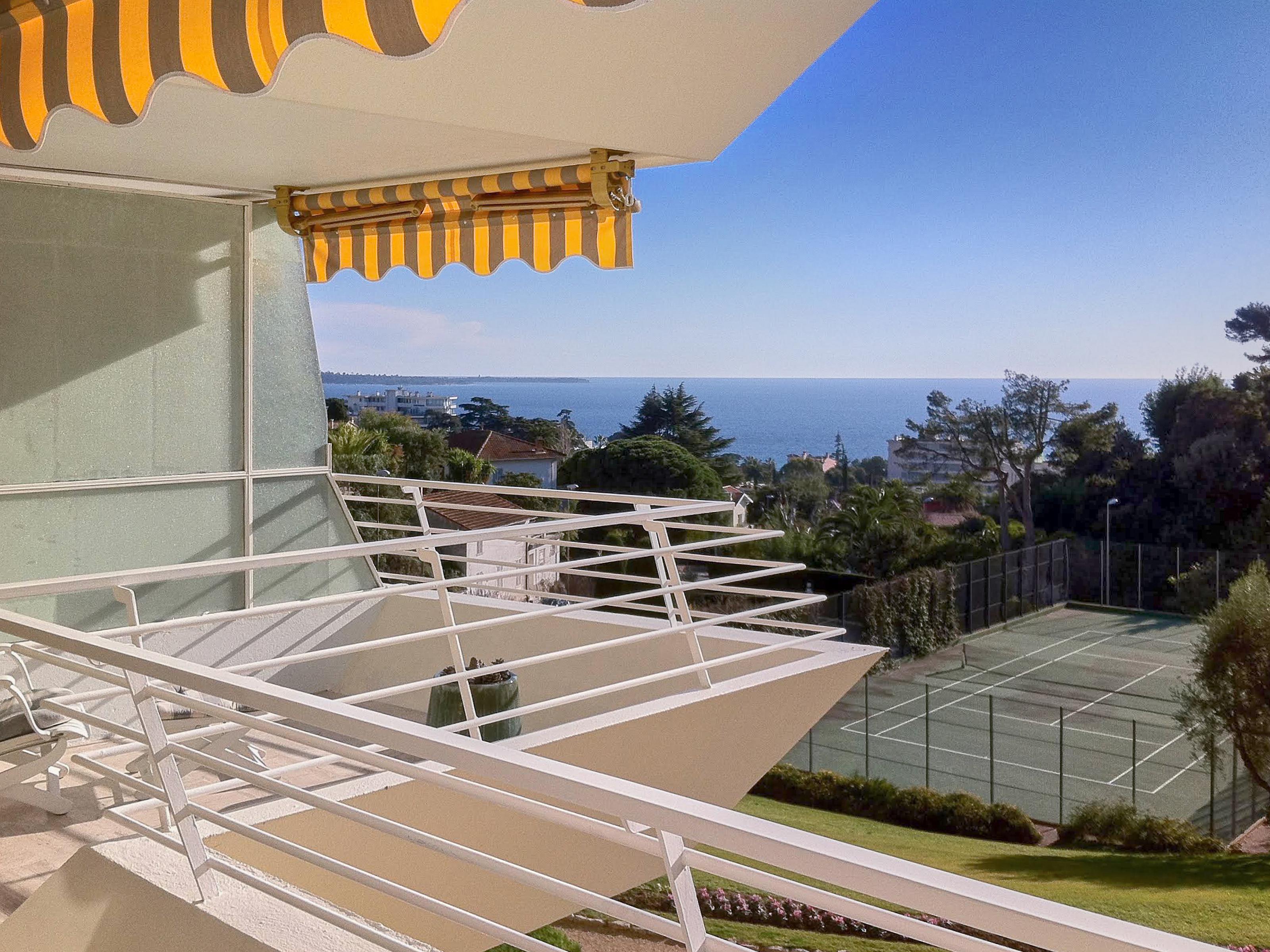 Appartamento per Vendita alle ore Splendid 2 bedroomed apartment for sale - ideal for seasonal rentals Cannes Cannes, Provenza-Alpi-Costa Azzurra 06150 Francia