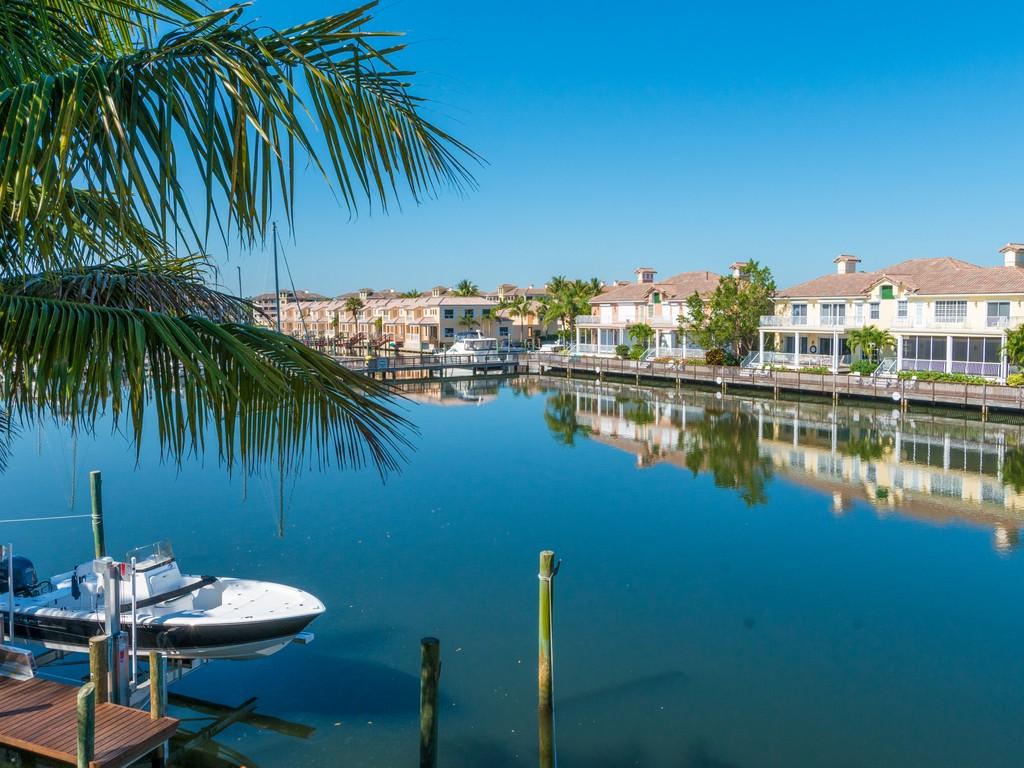 Maison unifamiliale pour l Vente à Stunning home in Grand Harbor 5495 E Harbor Village Drive Grand Harbor, Vero Beach, Florida 32967 États-Unis