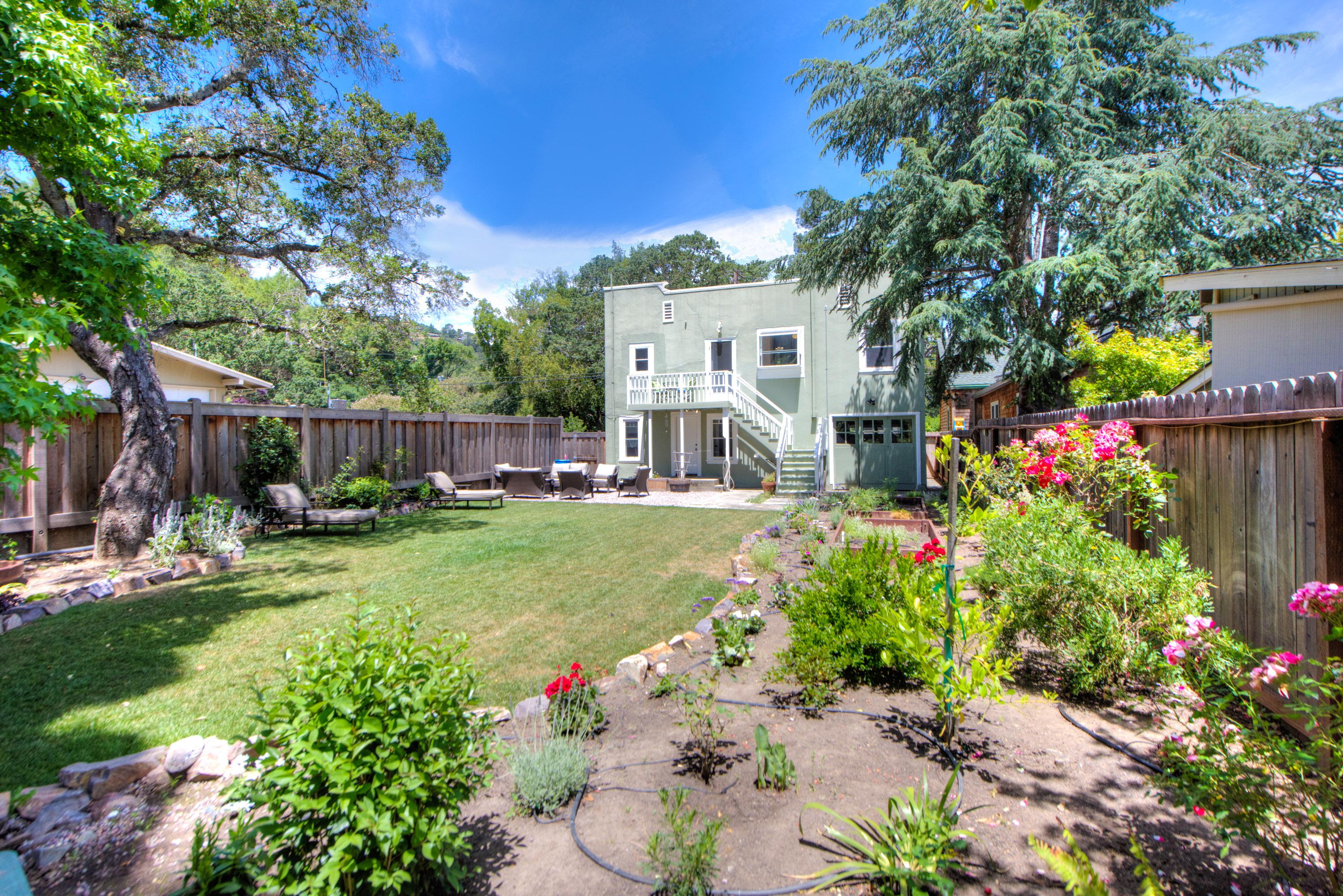 Einfamilienhaus für Verkauf beim Huge Backyard in the Flats of San Anselmo 8 Arroyo Avenue San Anselmo, Kalifornien, 94960 Vereinigte Staaten