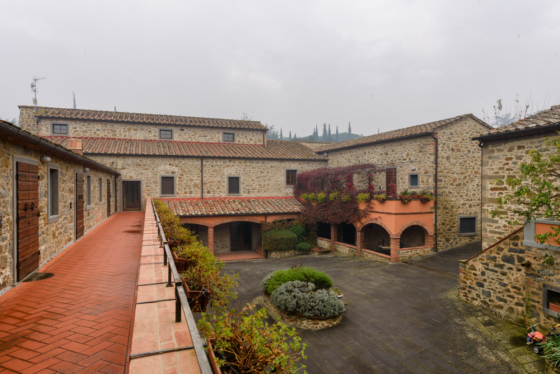 Additional photo for property listing at Lovely property in Cortona countryside Nucleo Abitativo Sant'Angelo Cortona, Arezzo 52044 Italia