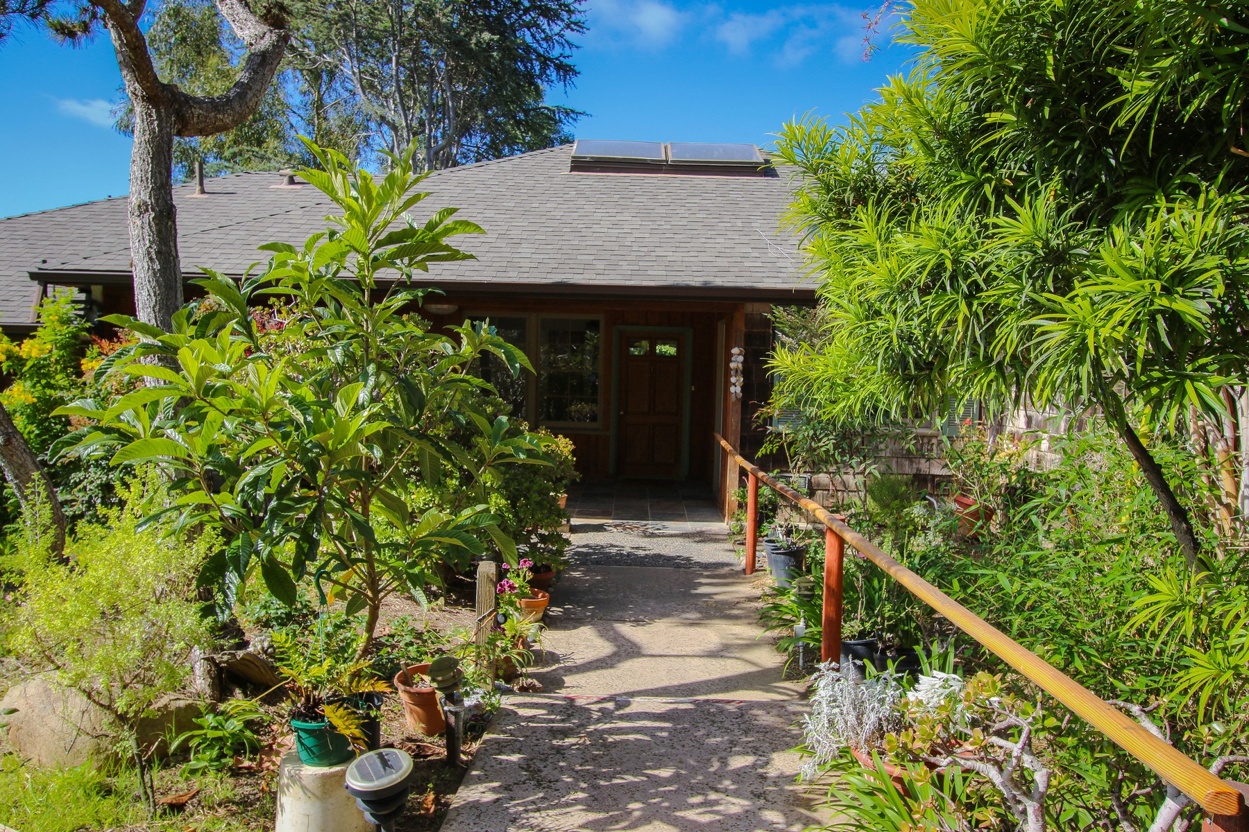 Additional photo for property listing at 7687 Hillside Drive 7687 Hillside Drive C La Jolla, California 92037 United States
