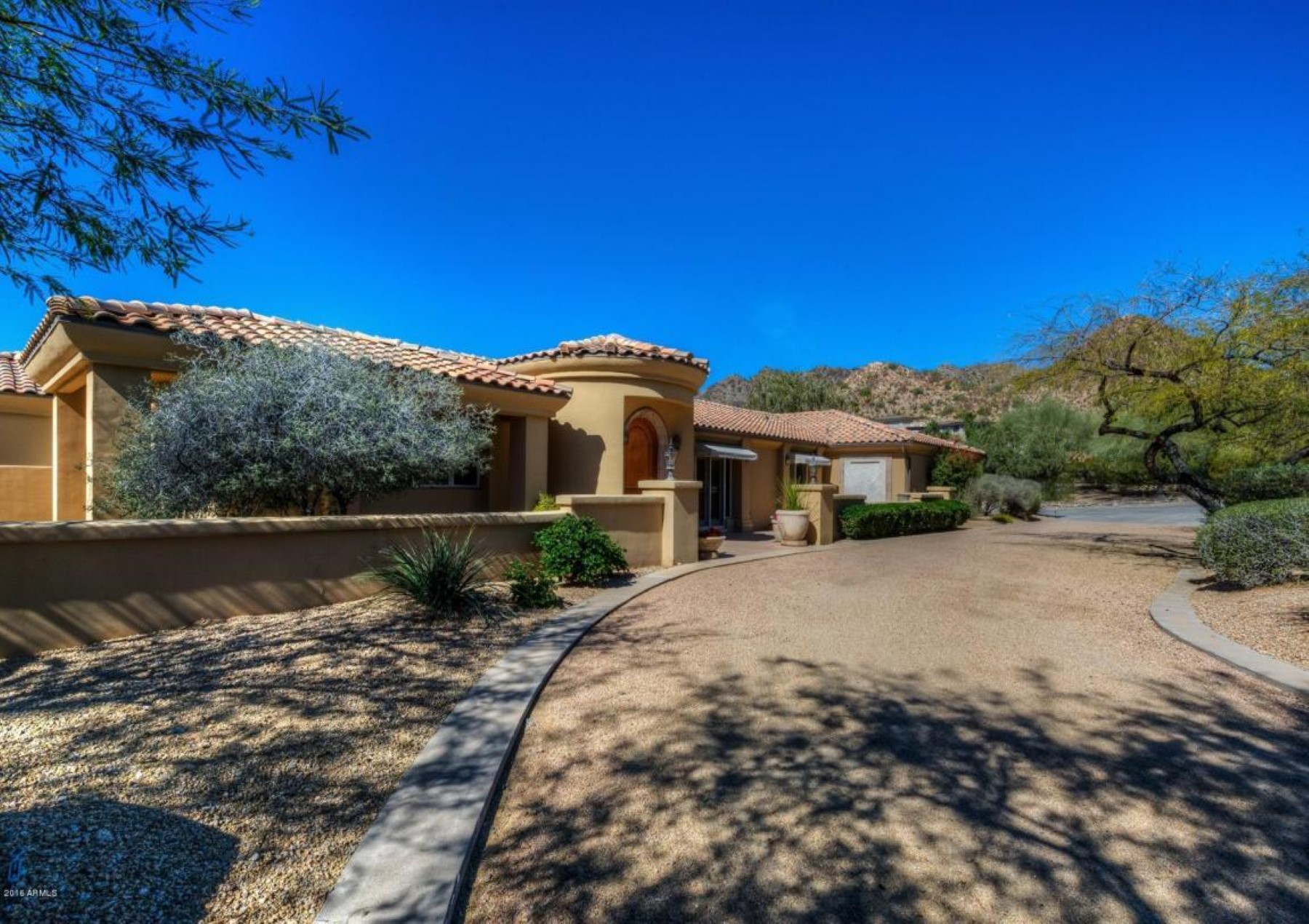 Casa Unifamiliar por un Venta en Fantastic home extremely private in a fabulous location 6334 N 35th Street Paradise Valley, Arizona, 85253 Estados Unidos