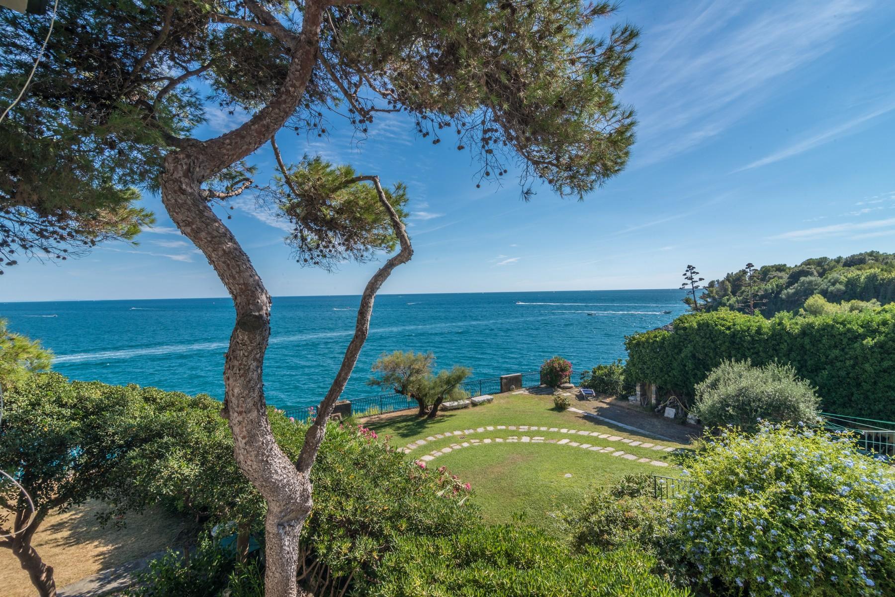 sales property at Exquisite property pieds dans l'eau