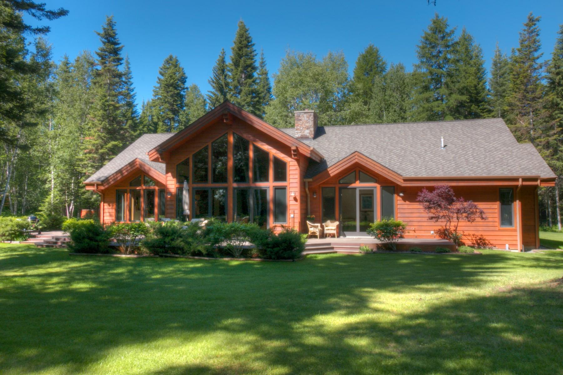 Maison unifamiliale pour l Vente à Beautiful Country Setting 180 Ferndale Drive Bigfork, Montana 59911 États-Unis