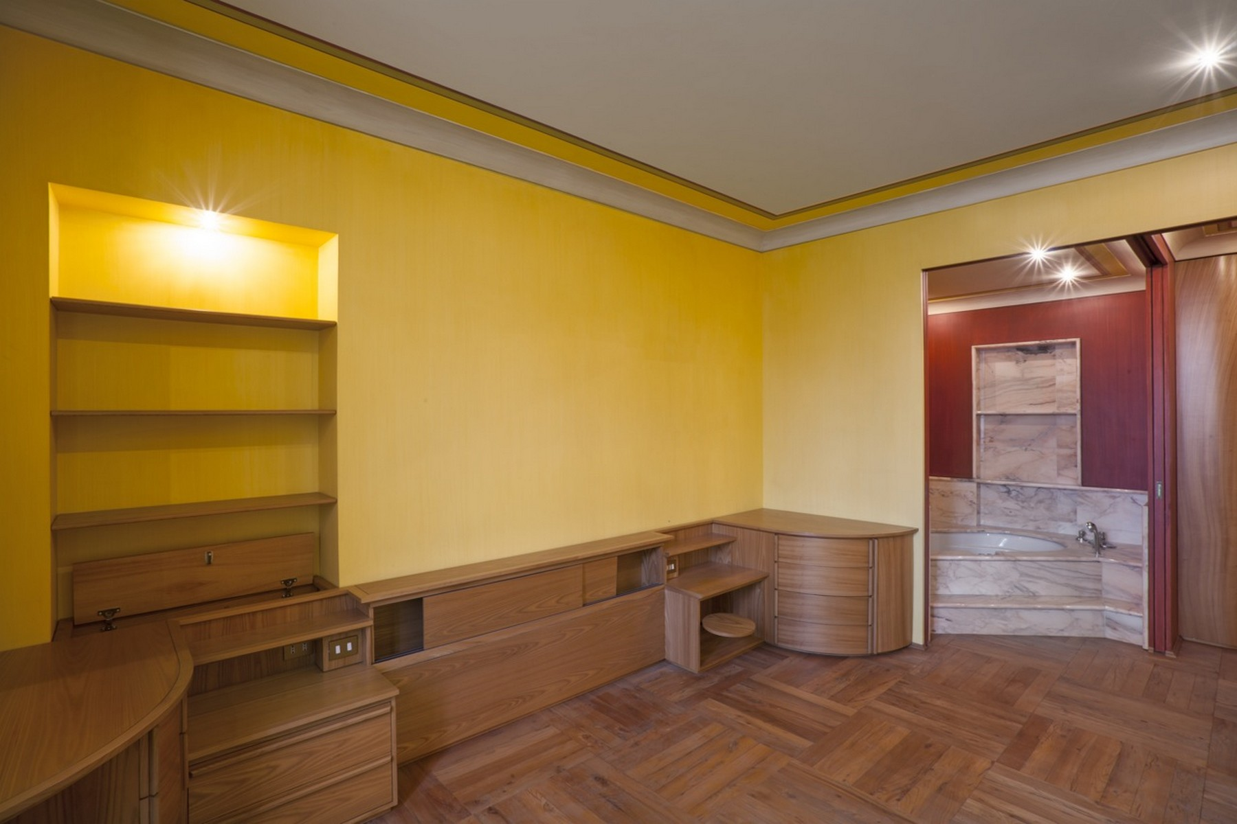 Additional photo for property listing at Prestigious apartment with views on Piazza Castello Torino, Turin Italy