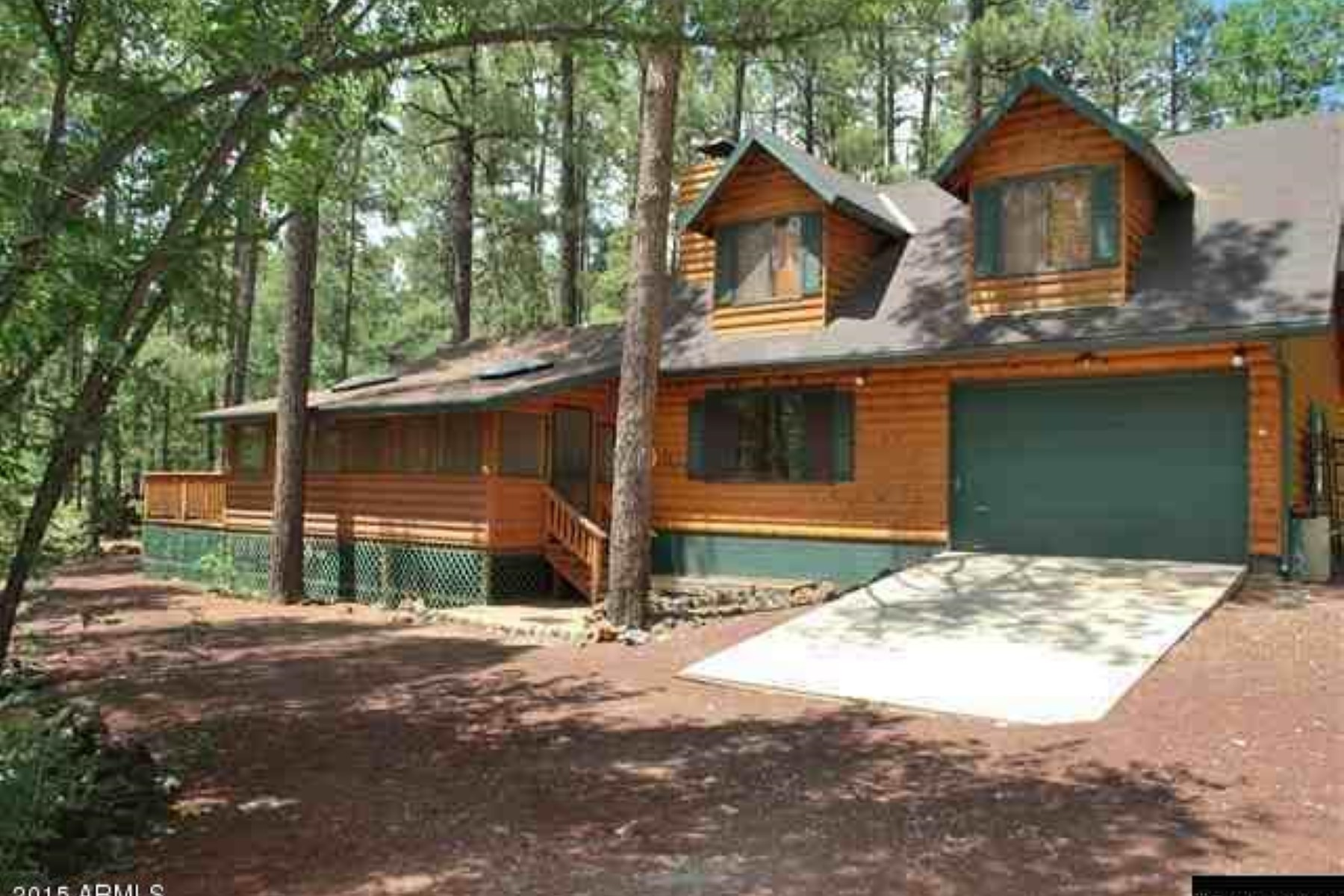 Maison unifamiliale pour l Vente à Beautifully updated log sided cabin. 2972 Bobcat Gulch Pinetop, Arizona, 85935 États-Unis