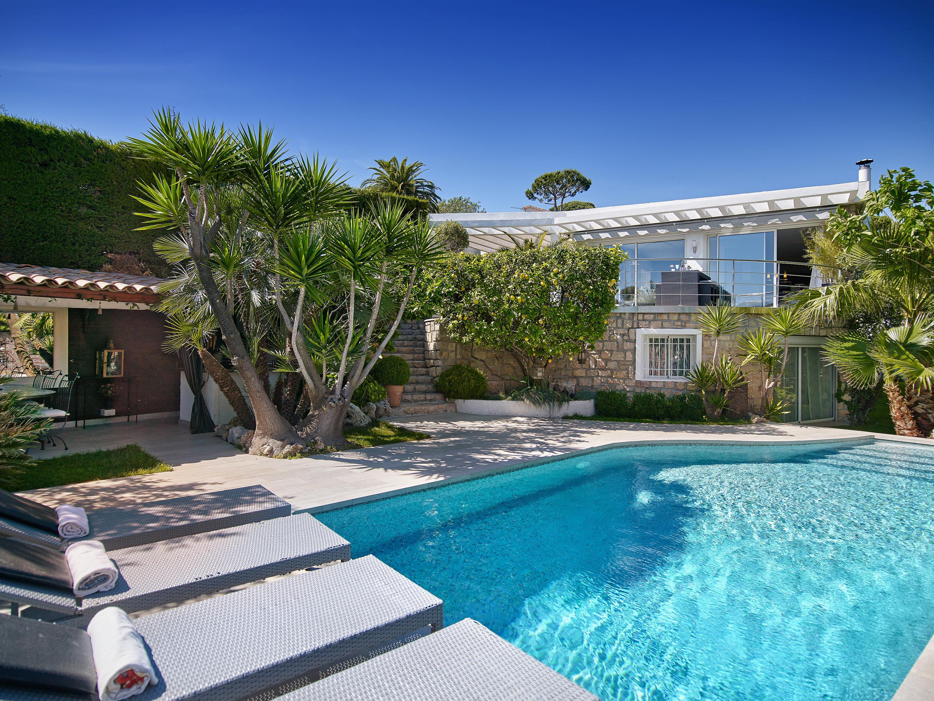 独户住宅 为 销售 在 Modern villa in Cannes only a short stroll to the centre and down to the beaches Cannes, 普罗旺斯阿尔卑斯蓝色海岸 06400 法国