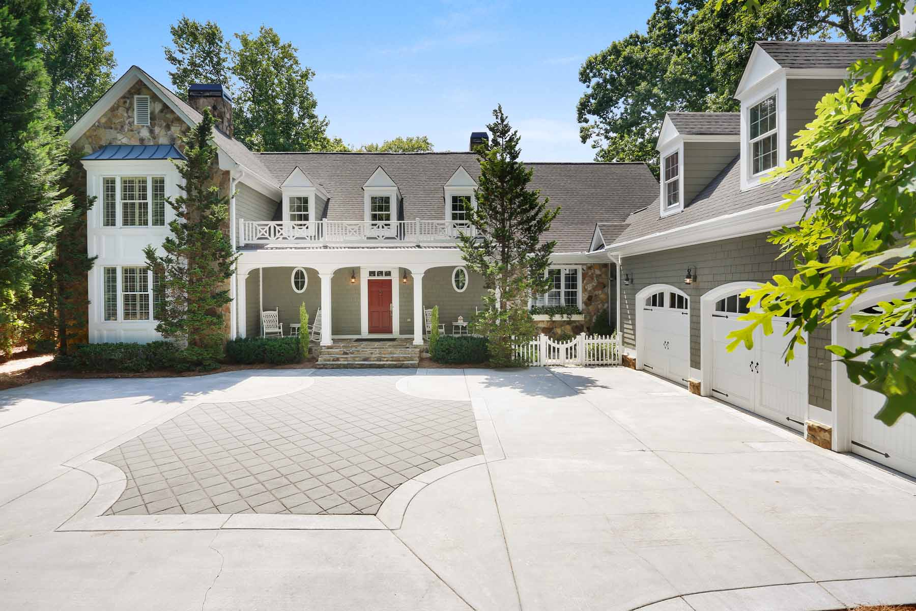 Moradia para Venda às Historical, New England Inspired Home on Acre Lot Fronting Chattahoochee River 1230 River Laurel Drive Suwanee, Geórgia, 30024 Estados Unidos