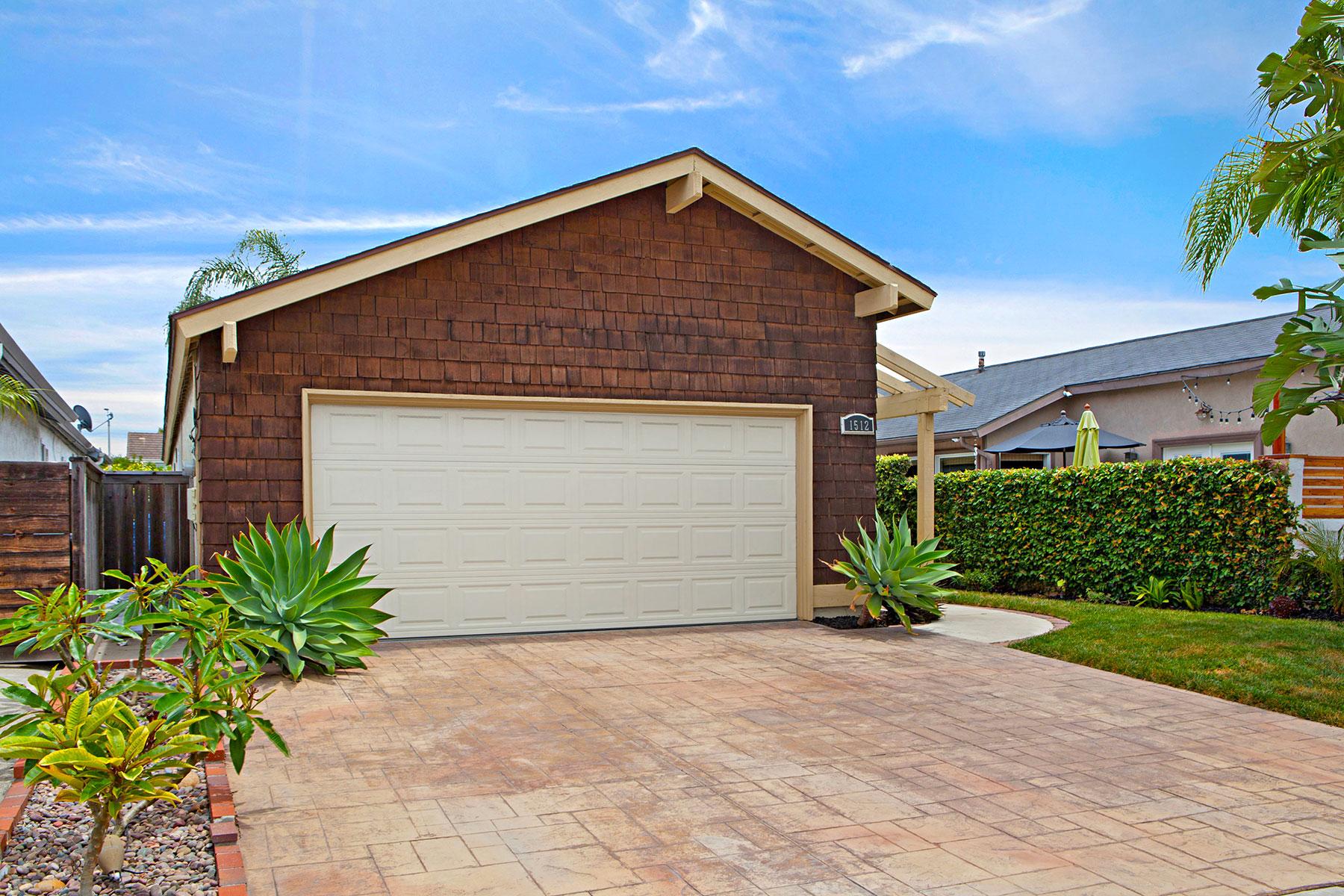 단독 가정 주택 용 매매 에 1512 Lakeside Huntington Beach, 캘리포니아, 92648 미국