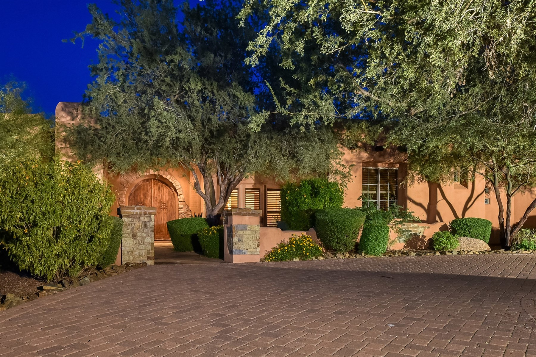 Single Family Home for Sale at Beautiful Custom Home in Sonoran Crest 24665 N 120th Pl Scottsdale, Arizona 85255 United States