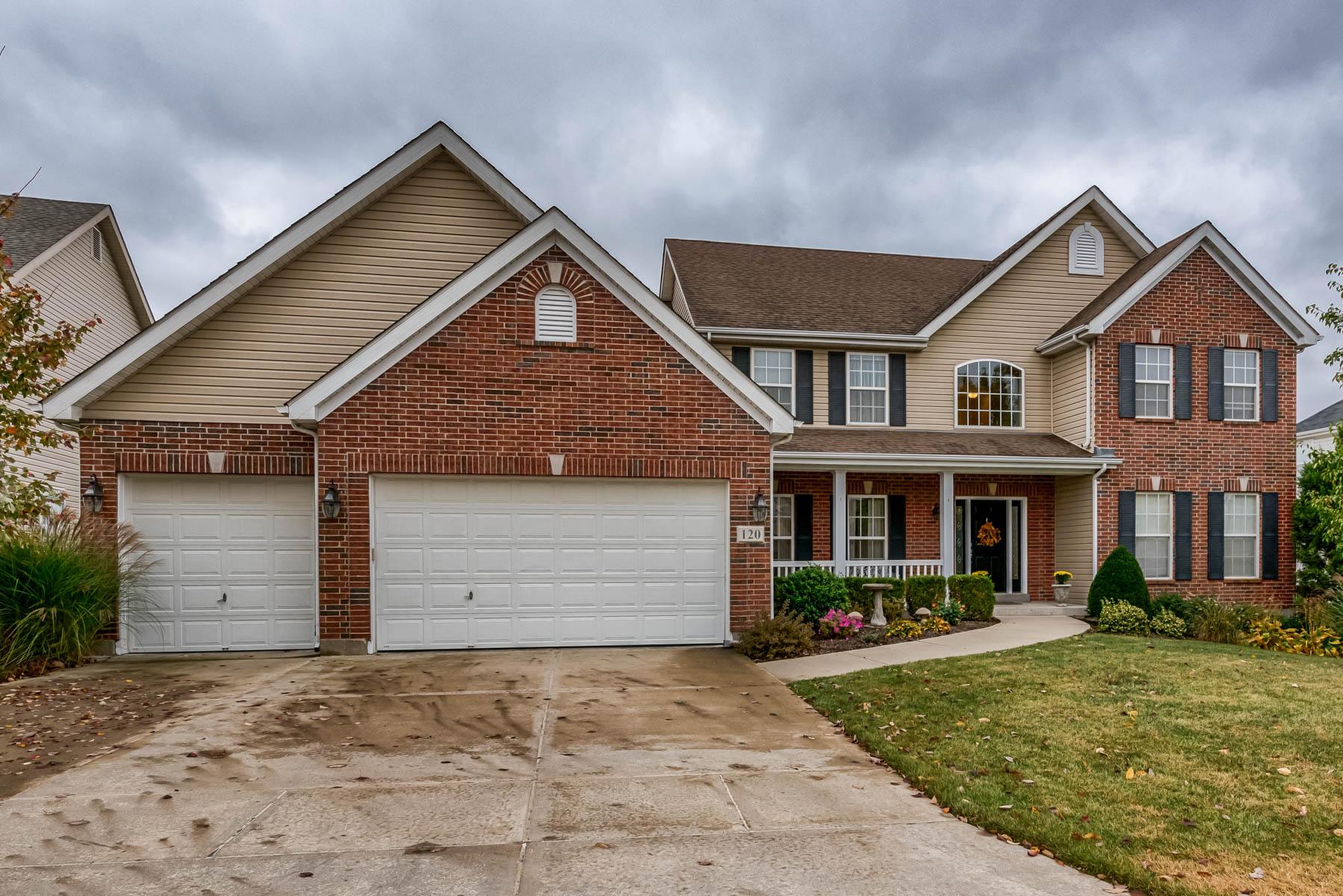 独户住宅 为 销售 在 Beautiful 2 story 120 Cripple Creek St. Louis, 密苏里州 63129 美国