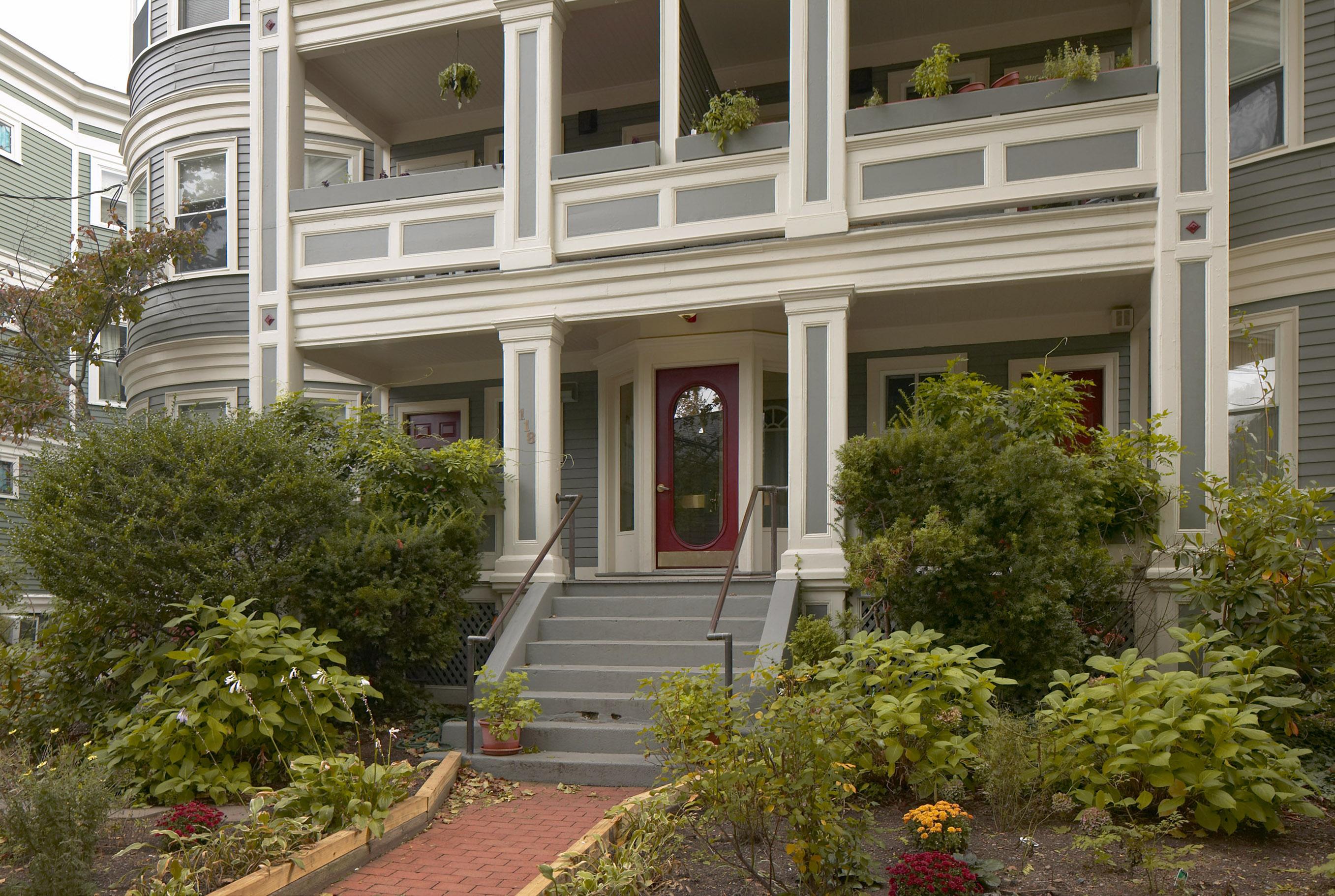 Property For Sale at 118 Trowbridge - Unit 3