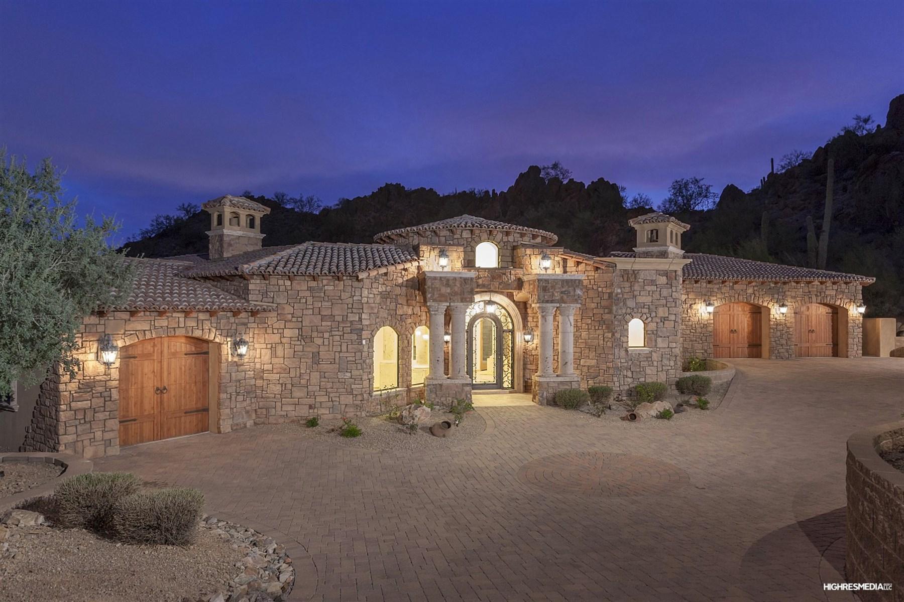 Casa para uma família para Venda às Mediterranean inspired residence Perched at the top of a cul-de-sac 13194 N 136th Pl Scottsdale, Arizona 85259 Estados Unidos