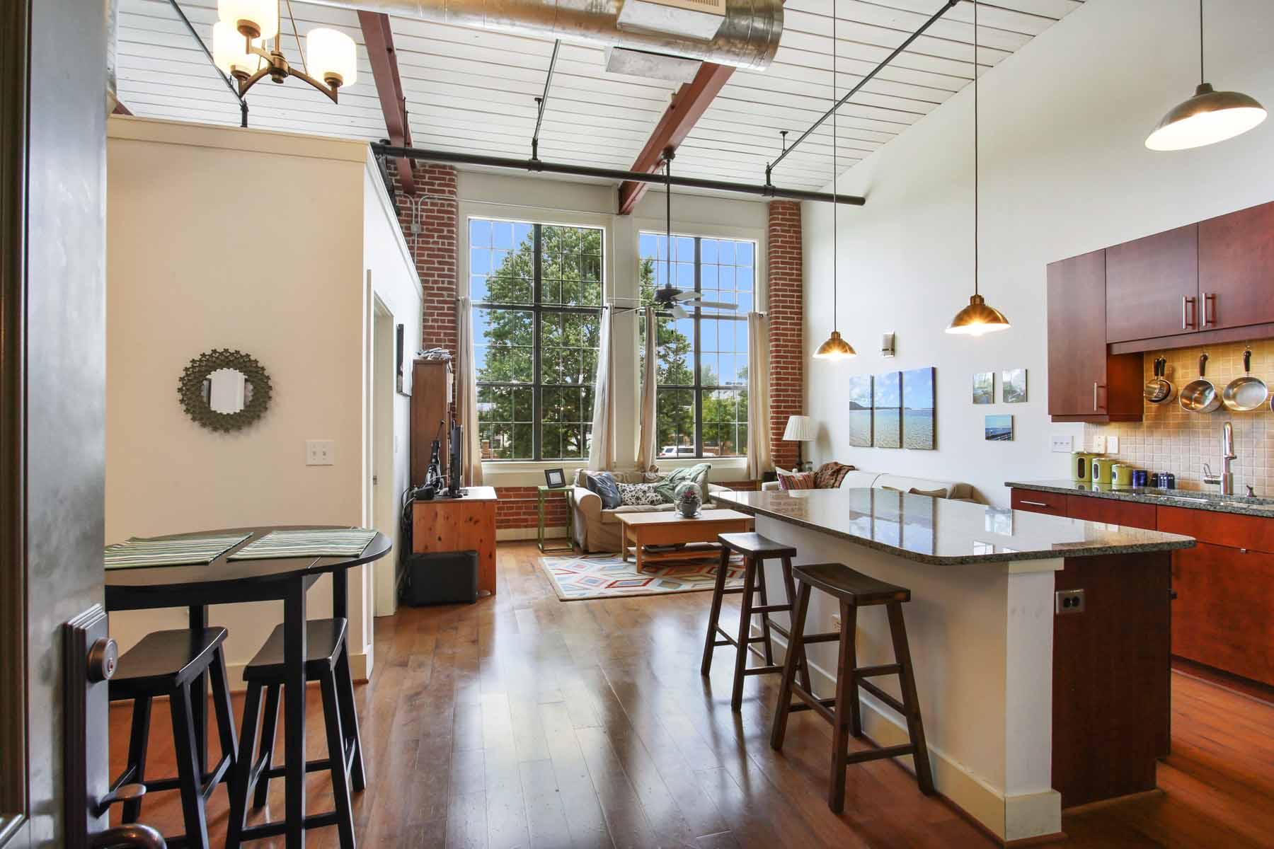 Piso por un Venta en Bright Top Floor Loft 1261 Caroline Street #218 Atlanta, Georgia, 30307 Estados Unidos