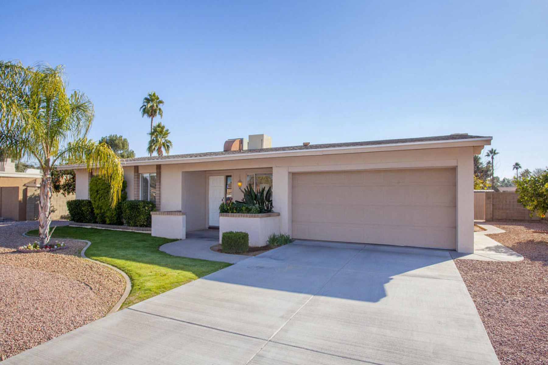 Maison unifamiliale pour l Vente à Beautiful curb appeal in the highly coveted area of 52nd and Cactu 5109 E Shaw Butte Dr Scottsdale, Arizona 85254 États-Unis